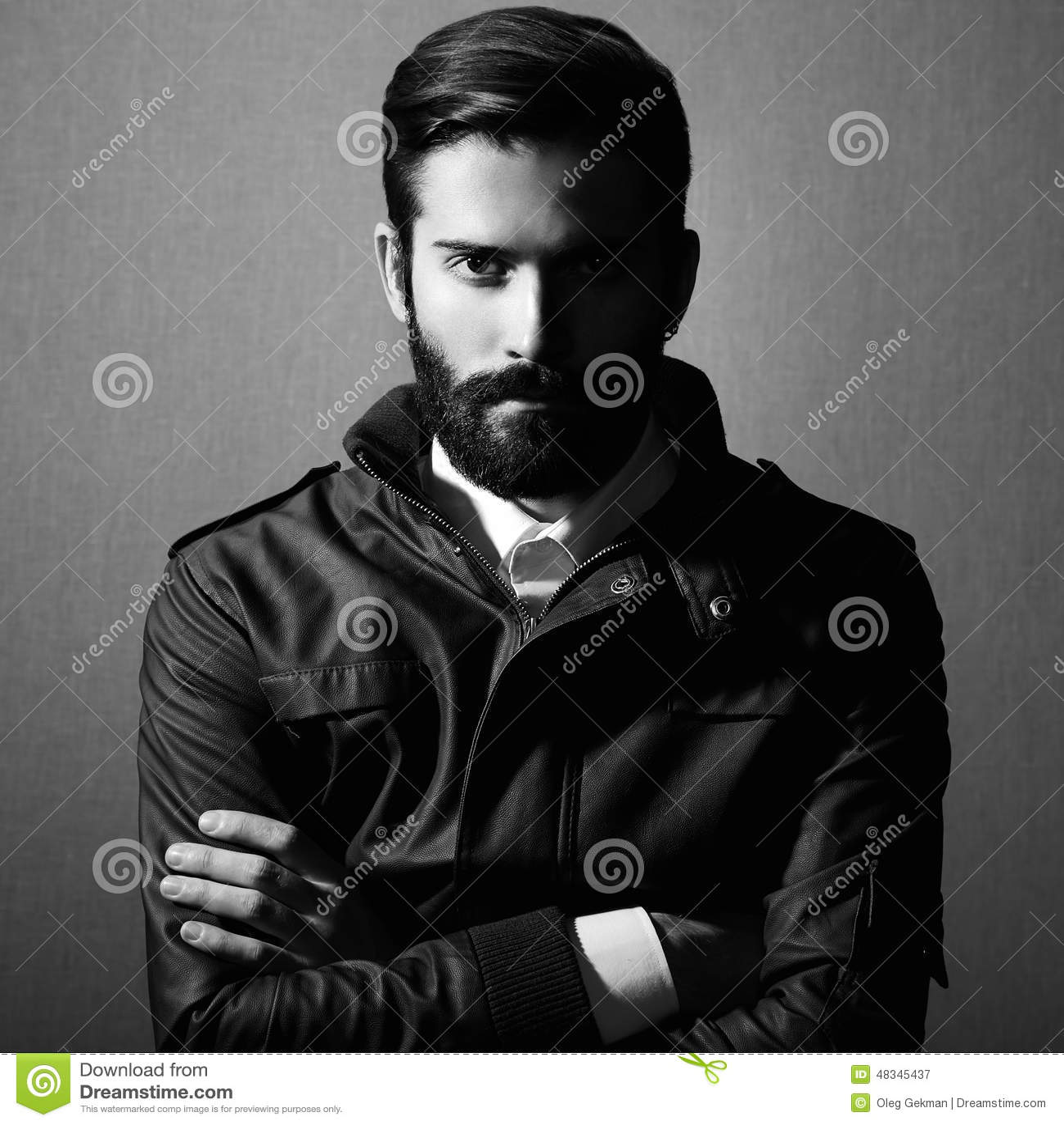 Porträt des gutaussehenden Mannes mit Bart