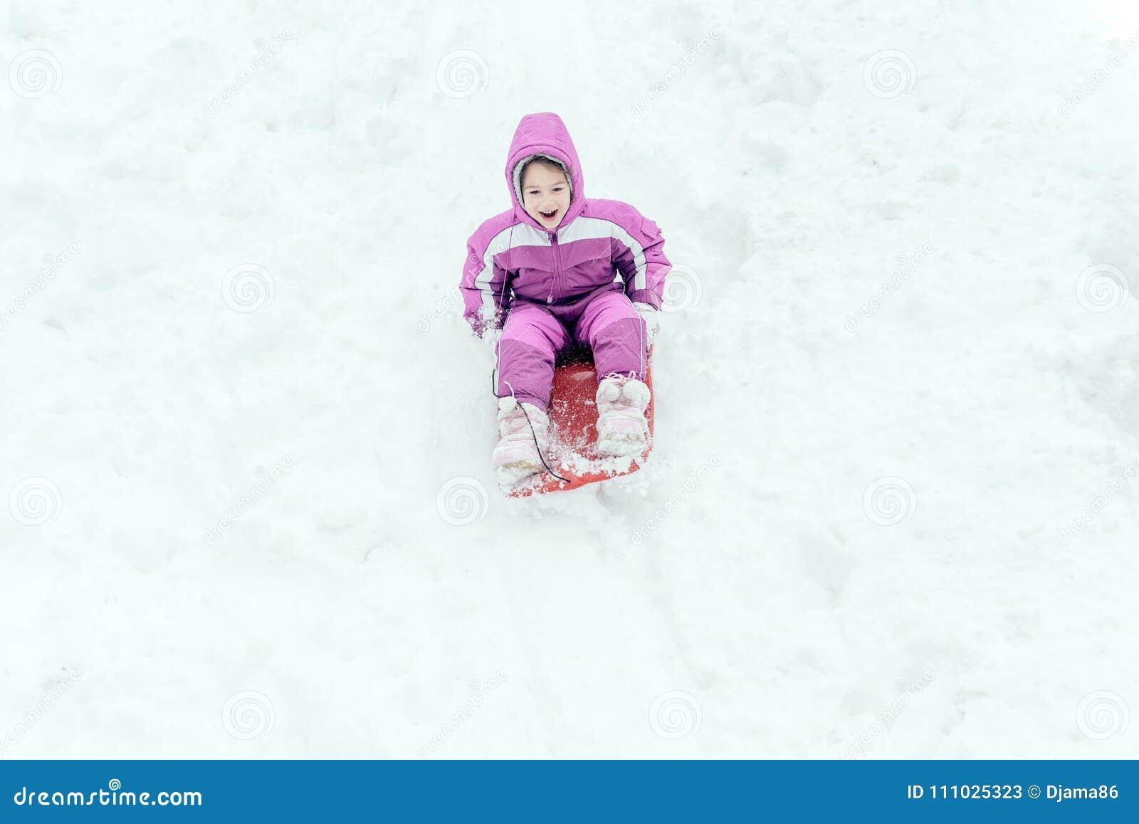 Porträt des kleinen Kindes im Freien