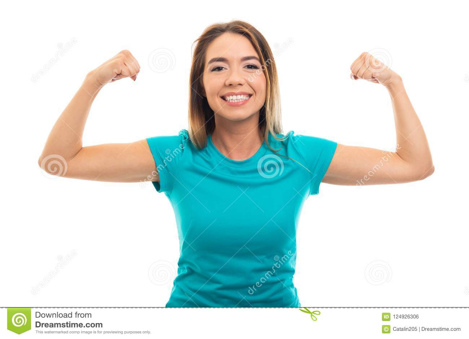 Porträt des tragenden T-Shirts des jungen hübschen Mädchens, das Bizeps ges biegt