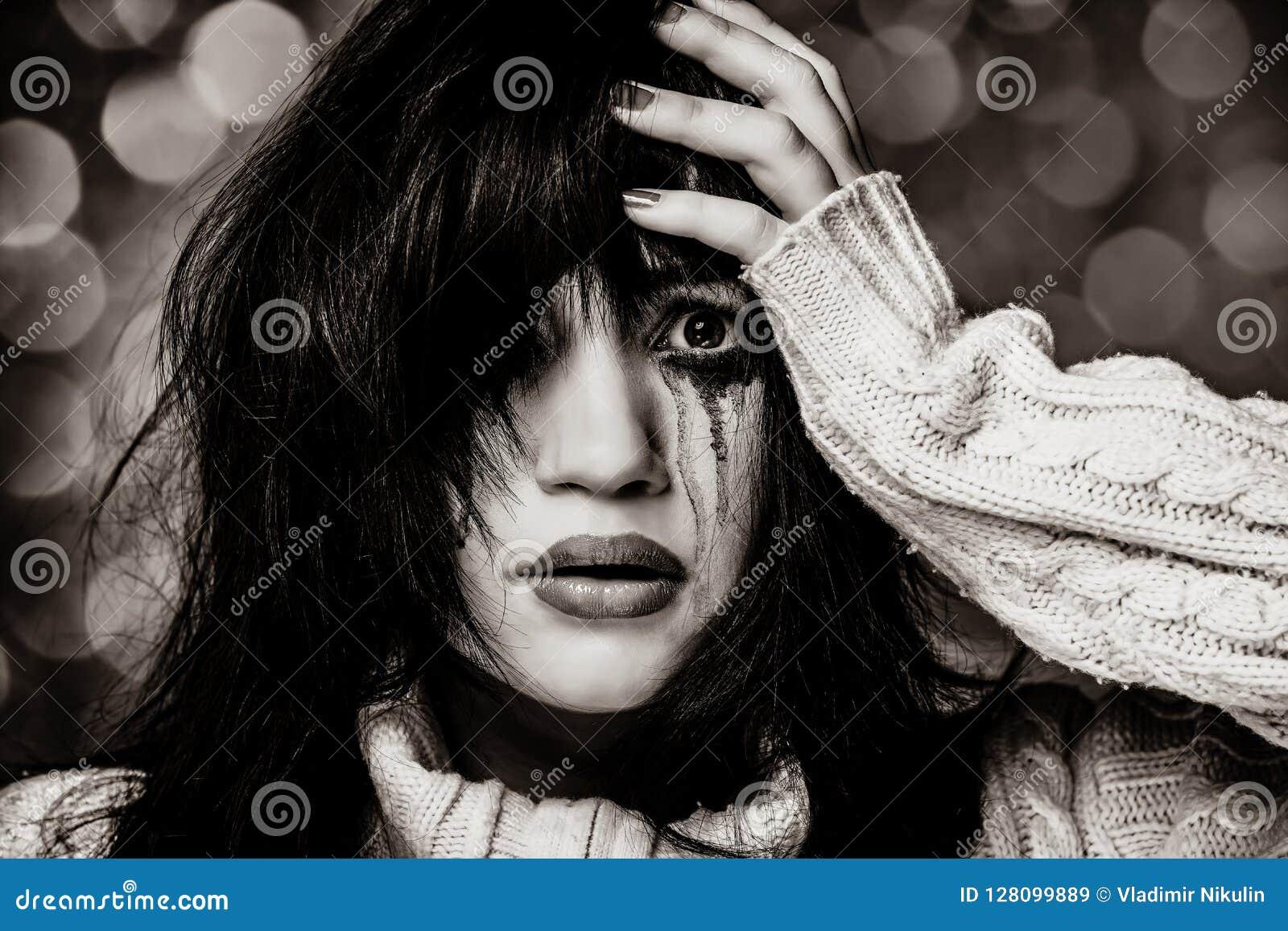 Porträt eines traurigen Brunette
