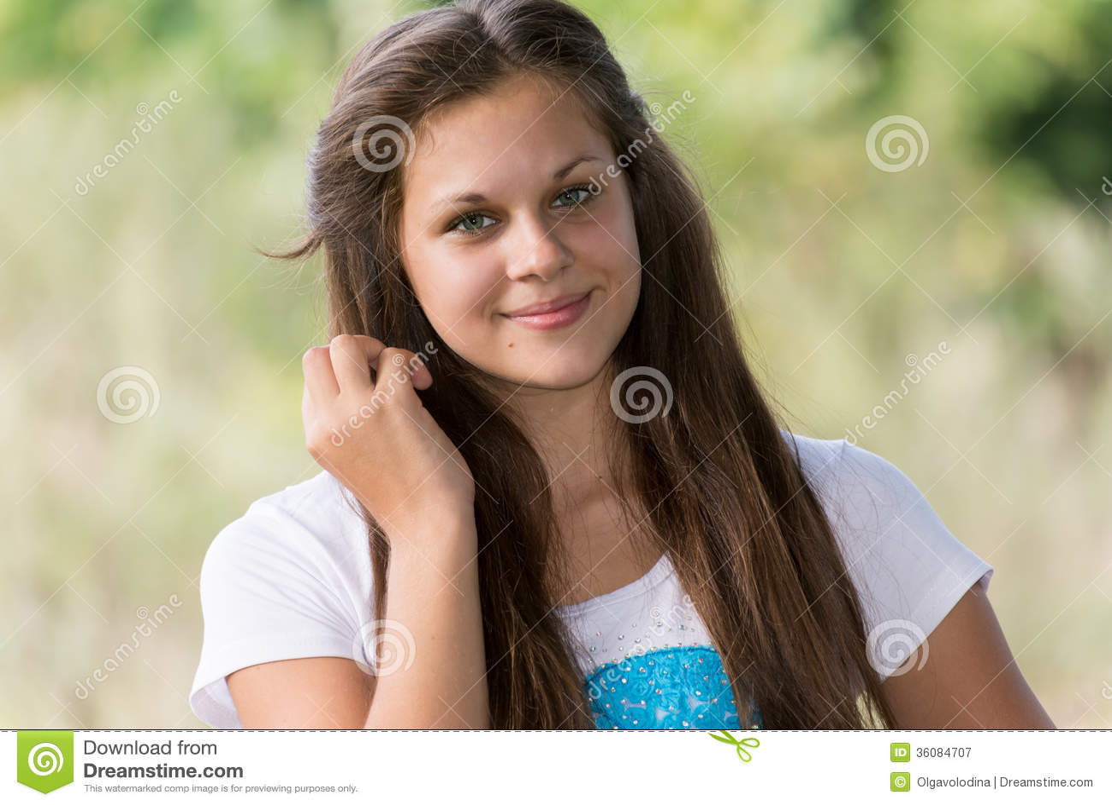 Porträt Ofa Mädchen 14 Jahre In Der Natur Stockbild Bild Von