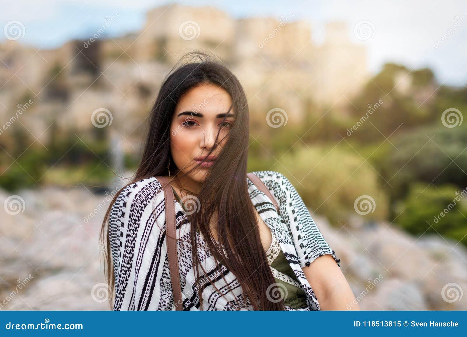 Porträt von einem attraktiven, Mittelmeer, Brunette Frau