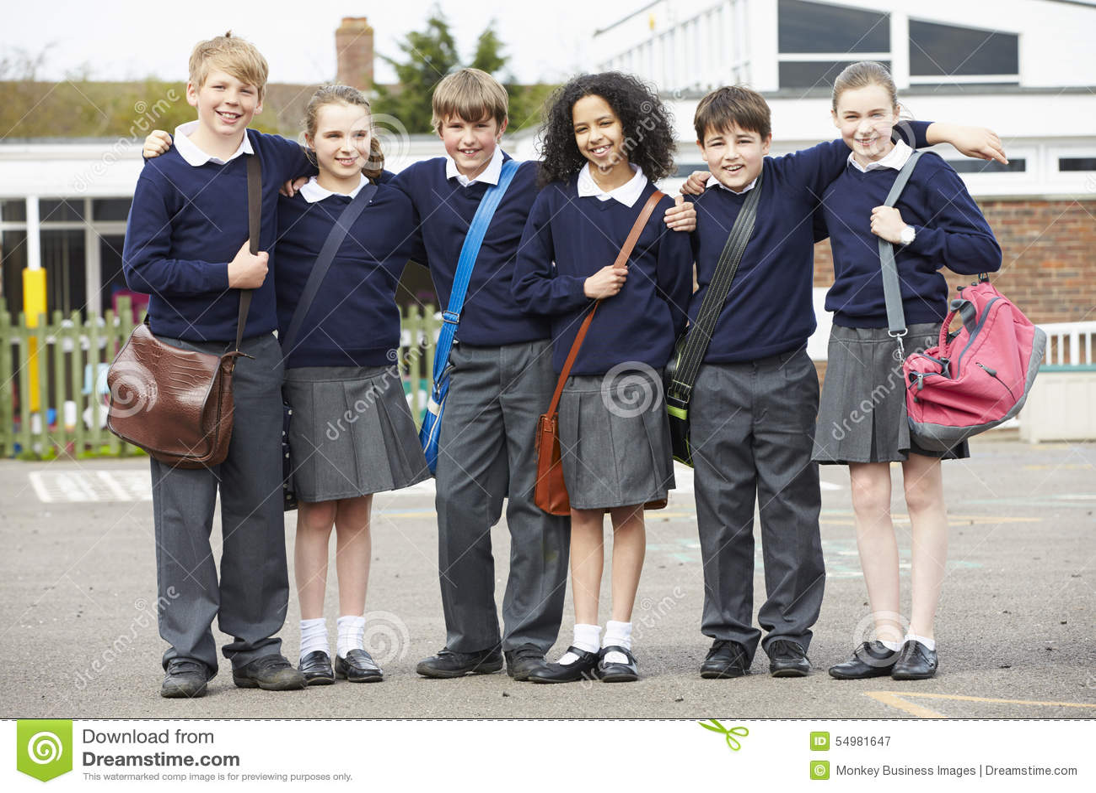 Porträt von Volksschule-Schülern im Spielplatz