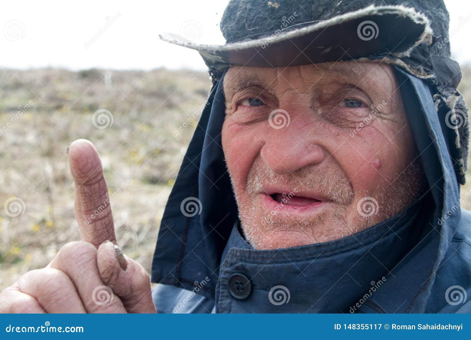 Portr?t eines alten Mannes in unordentliche Kleidung und Hut, die seinen Zeigefinger anhoben, habe ich eine Idee
