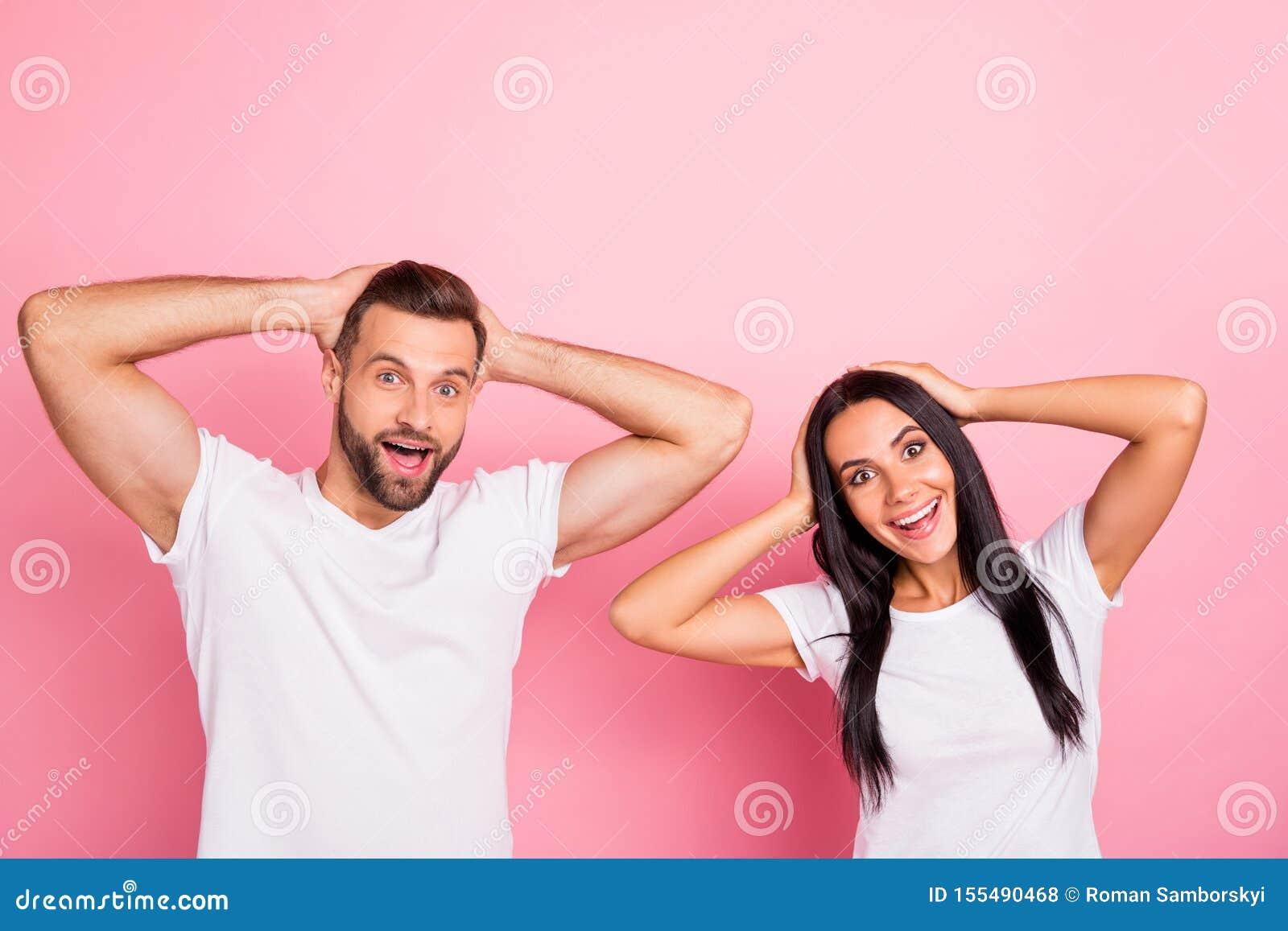 Portrait à lui il elle elle belle personne deux drôle gaie gaie mignonne avec du charme attirante jolie ayant l amusement bon