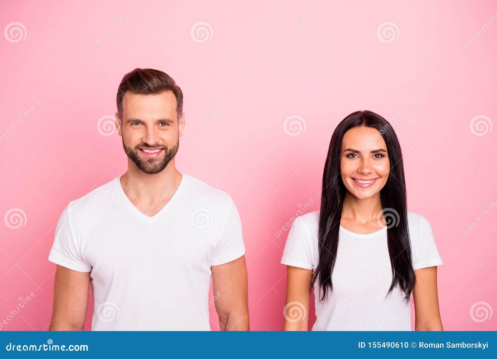 Portrait à lui il elle elle belle personne deux gaie gaie séduisante mignonne avec du charme attirante jolie d isolement plus de