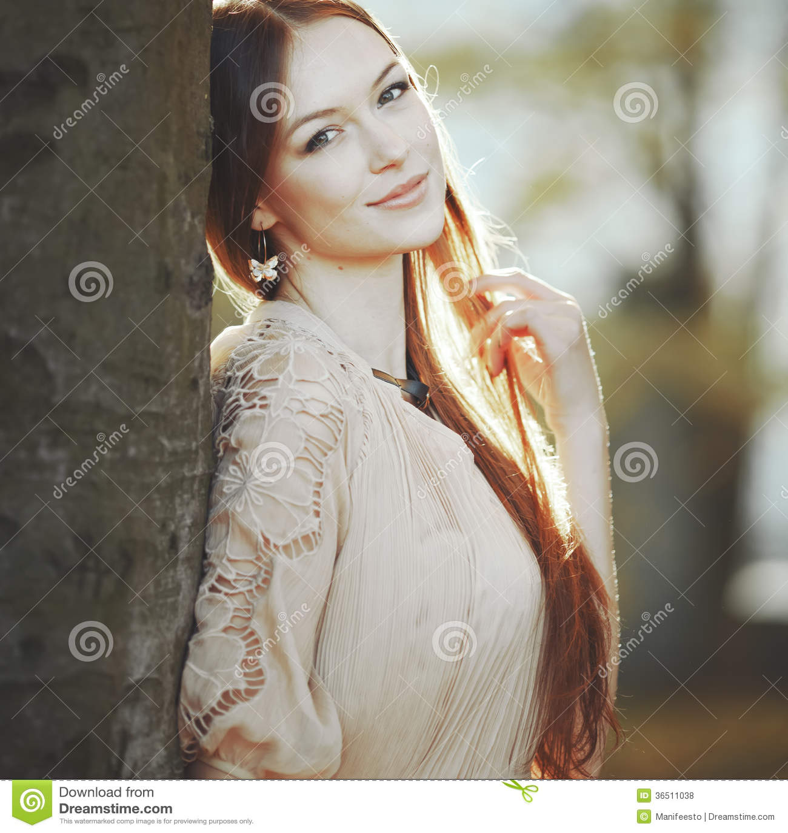 Portrait émotif de jeune femme.
