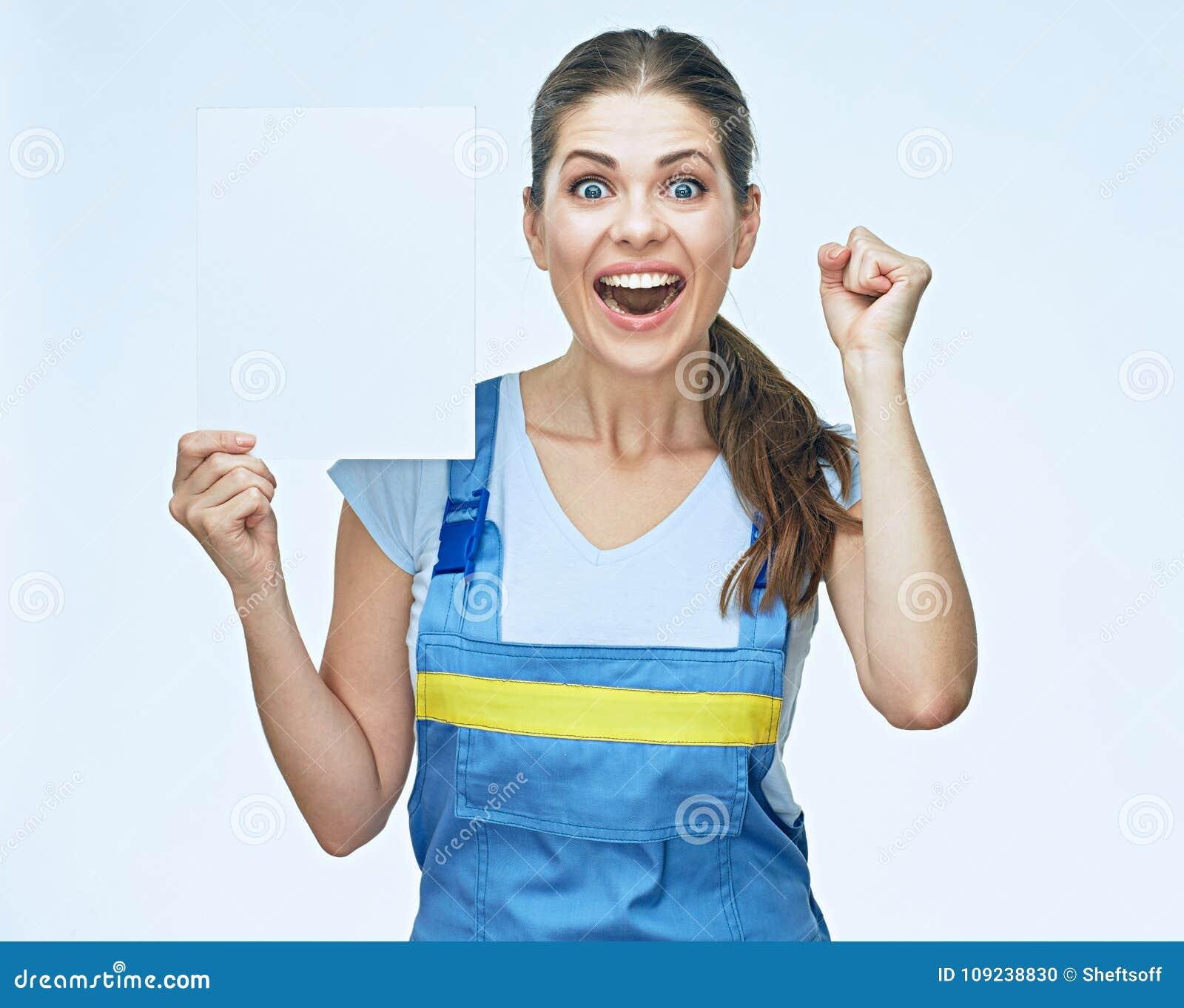 Portrait étonnant de constructeur de femme avec la bannière blanche