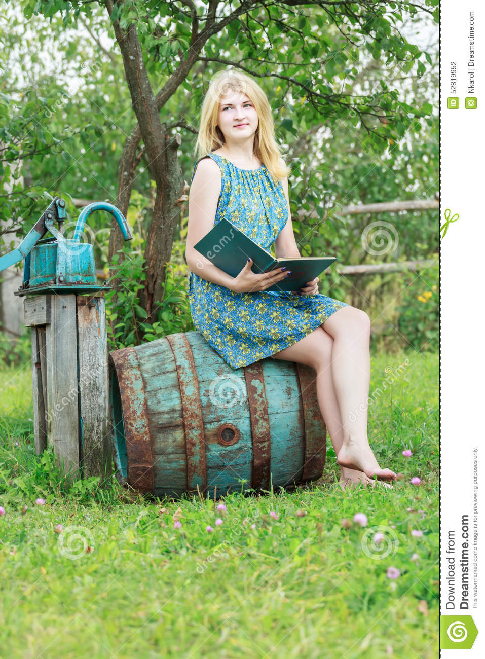https://thumbs.dreamstime.com/z/portrait-barefoot-student-girl-garden-opened-book-summer-52819952.jpg