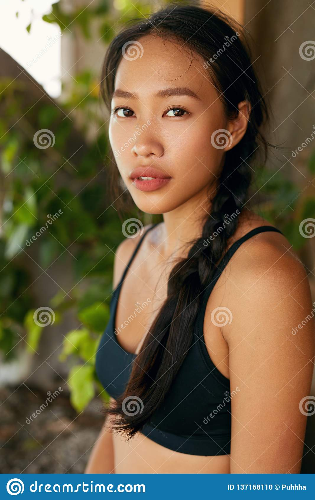 https://thumbs.dreamstime.com/z/portrait-beautiful-asian-woman-natural-beauty-face-thai-girl-tanned-skin-full-lips-high-resolution-137168110.jpg
