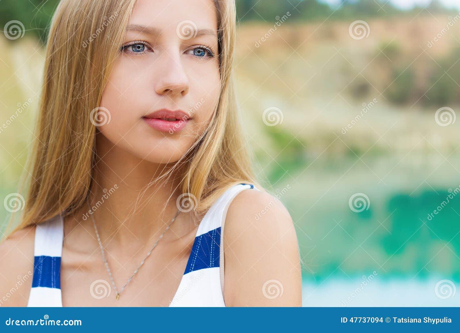 hot blonde women nude masterbating