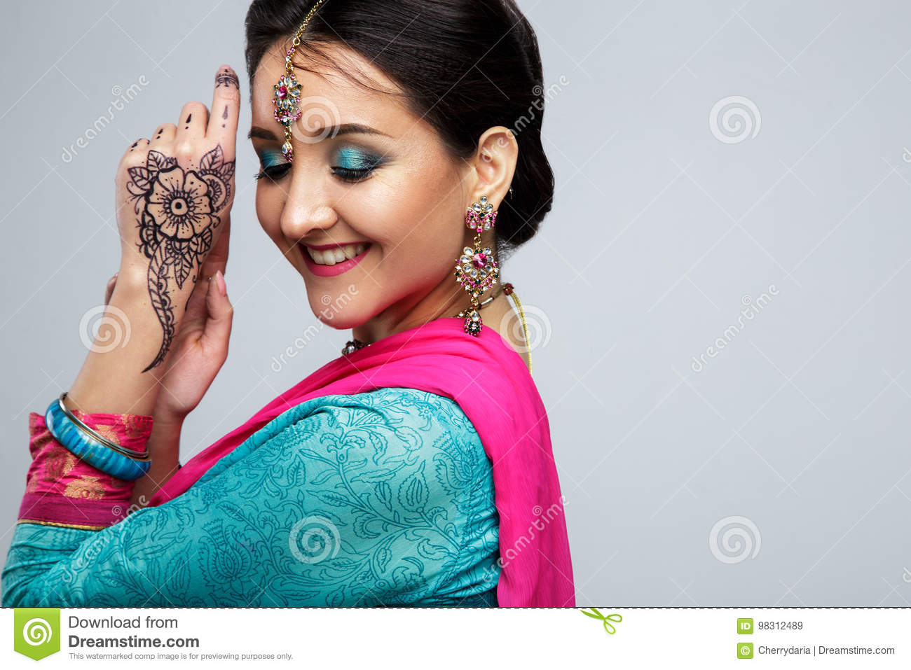 087d20c945 Portrait of beautiful smiling indian girl. Young indian woman model with  traditional jewelry set