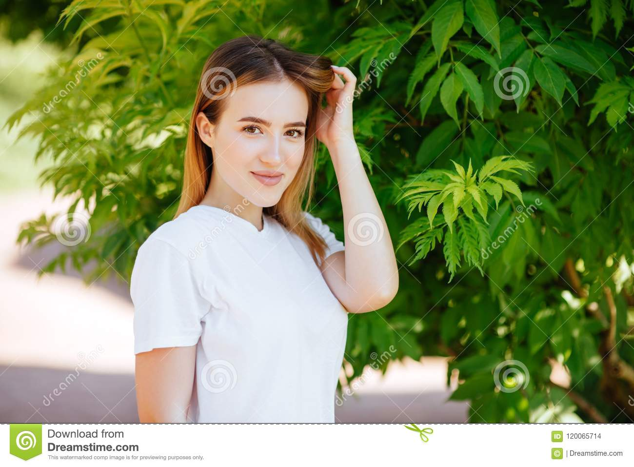 Beautiful girl in a green park.