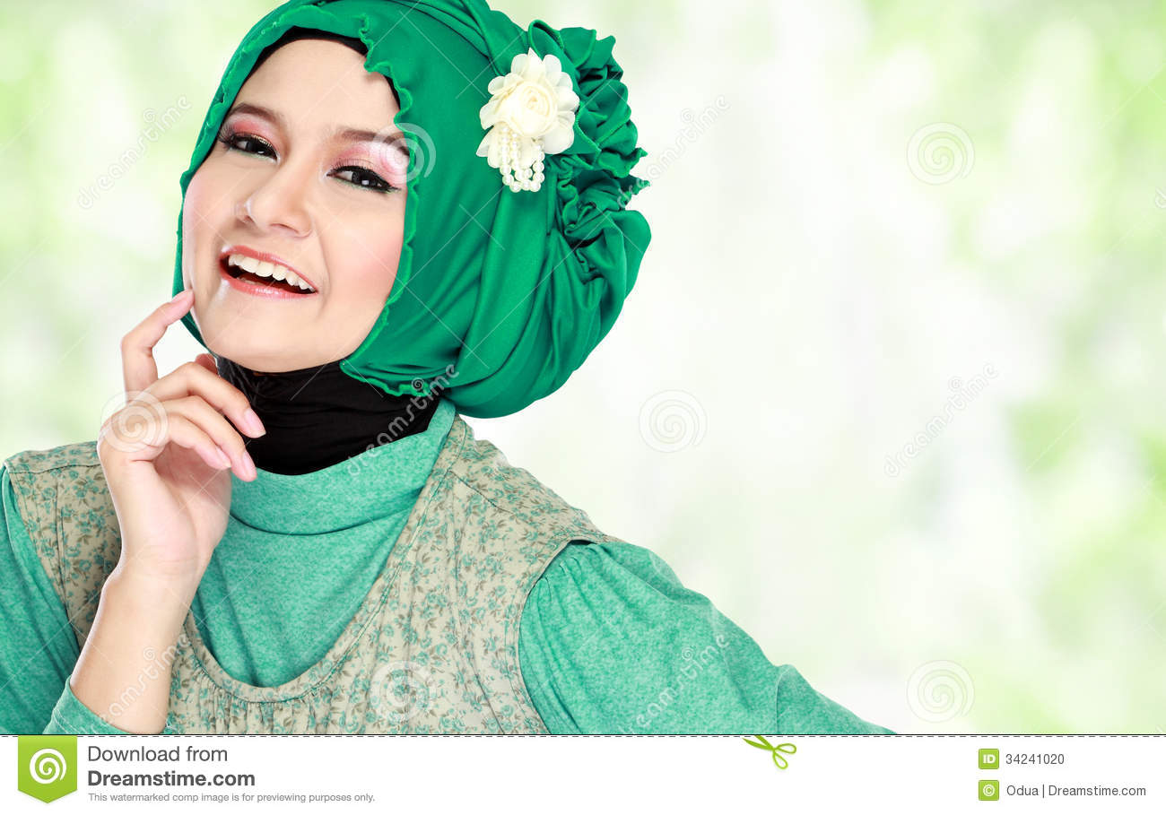 should muslim women wear the traditional hijab An islamic perspective on women's dress by muslim women's league  traditional interpretation considers the  many women who voluntarily wear hijab actually.