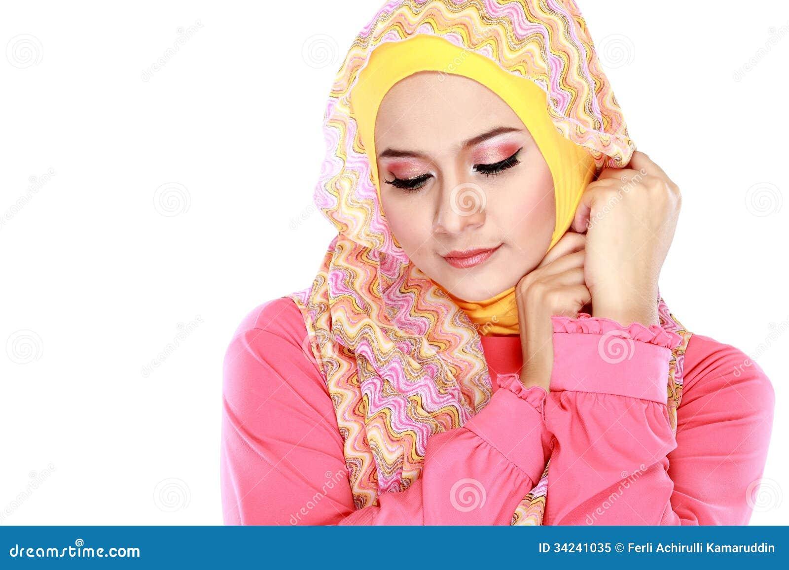 mode muslim These ladies were dominating muslim fashion long before  15 fashionable muslim women to follow on instagram  15 fashionable muslim women to follow.
