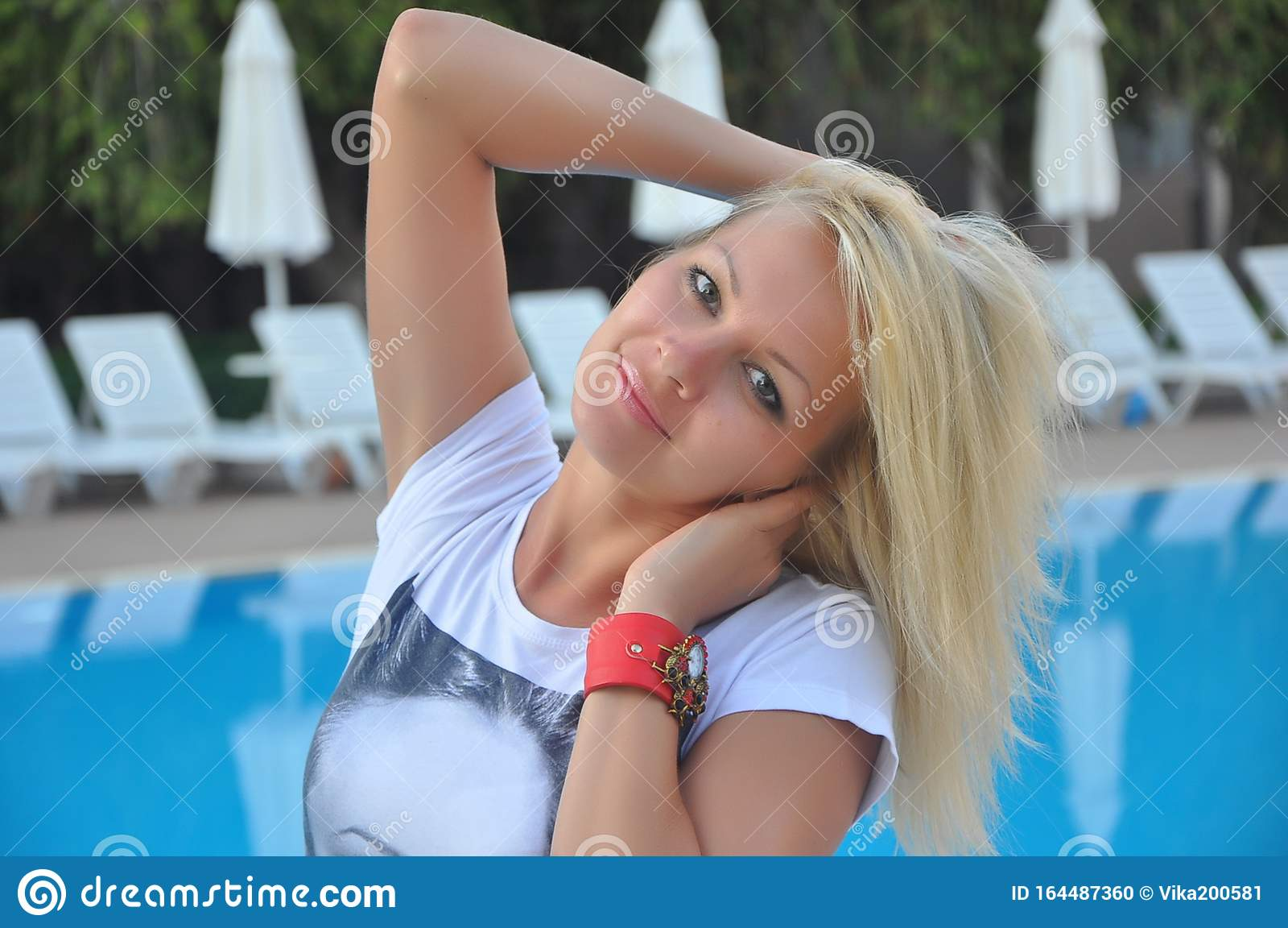 https://thumbs.dreamstime.com/z/portrait-beautiful-young-blonde-girl-classical-slavic-appearance-russian-beauty-slender-figure-beautiful-woman-164487360.jpg