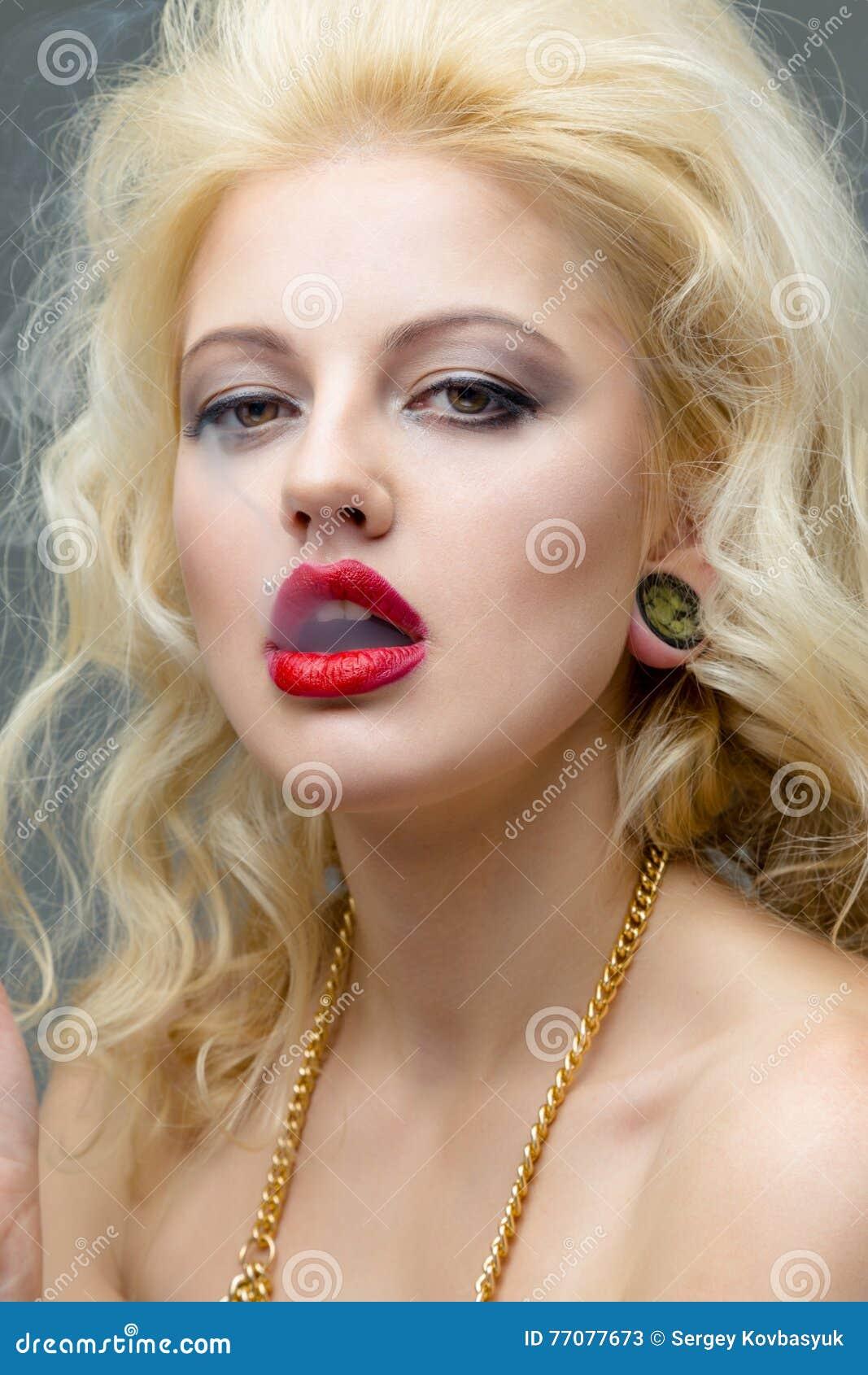 Model Brunette Busty Photoshoot Natural