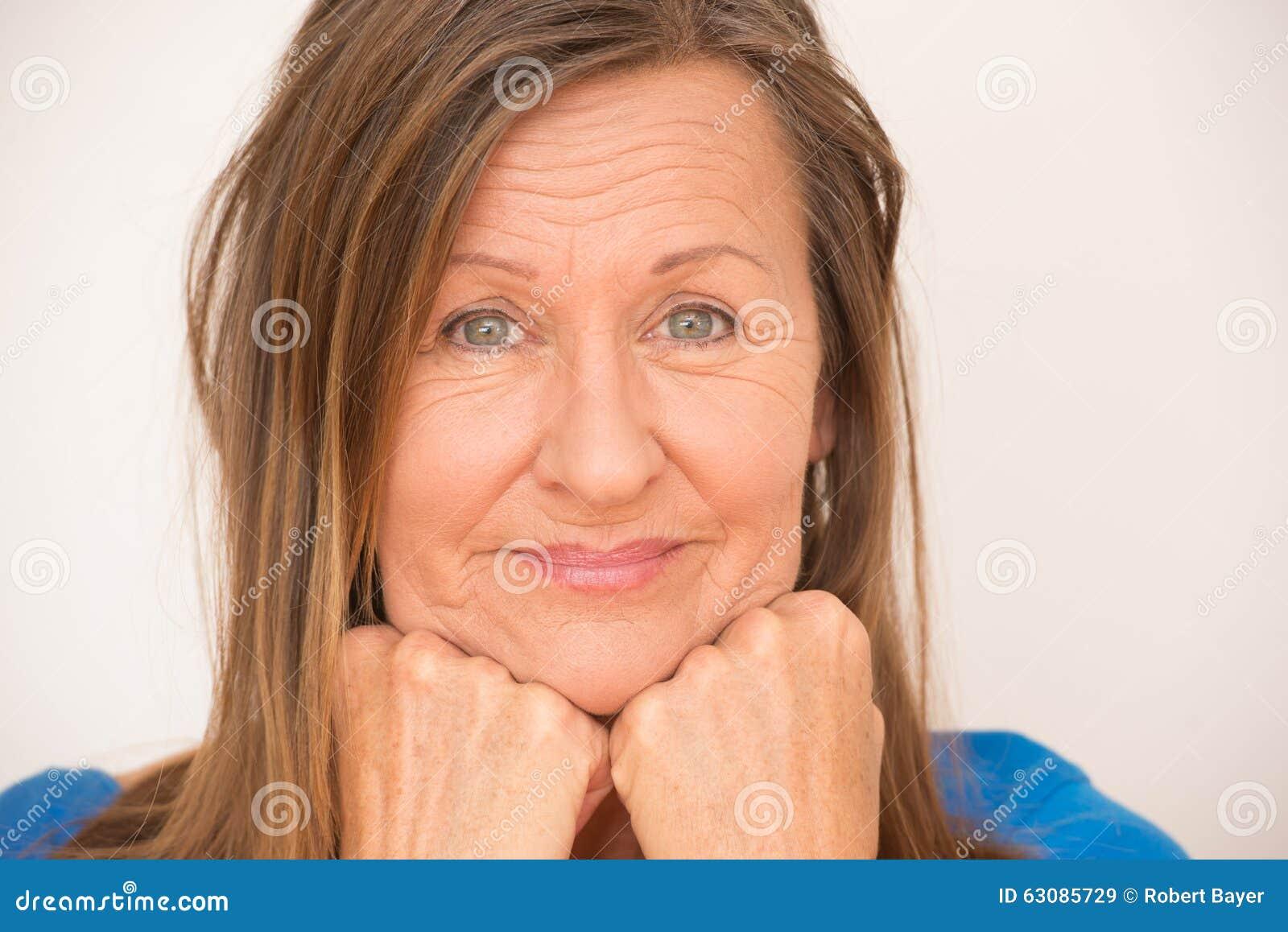 Download Portrait Décontracté Amical De Femme Heureuse Image stock - Image du émotif, pose: 63085729