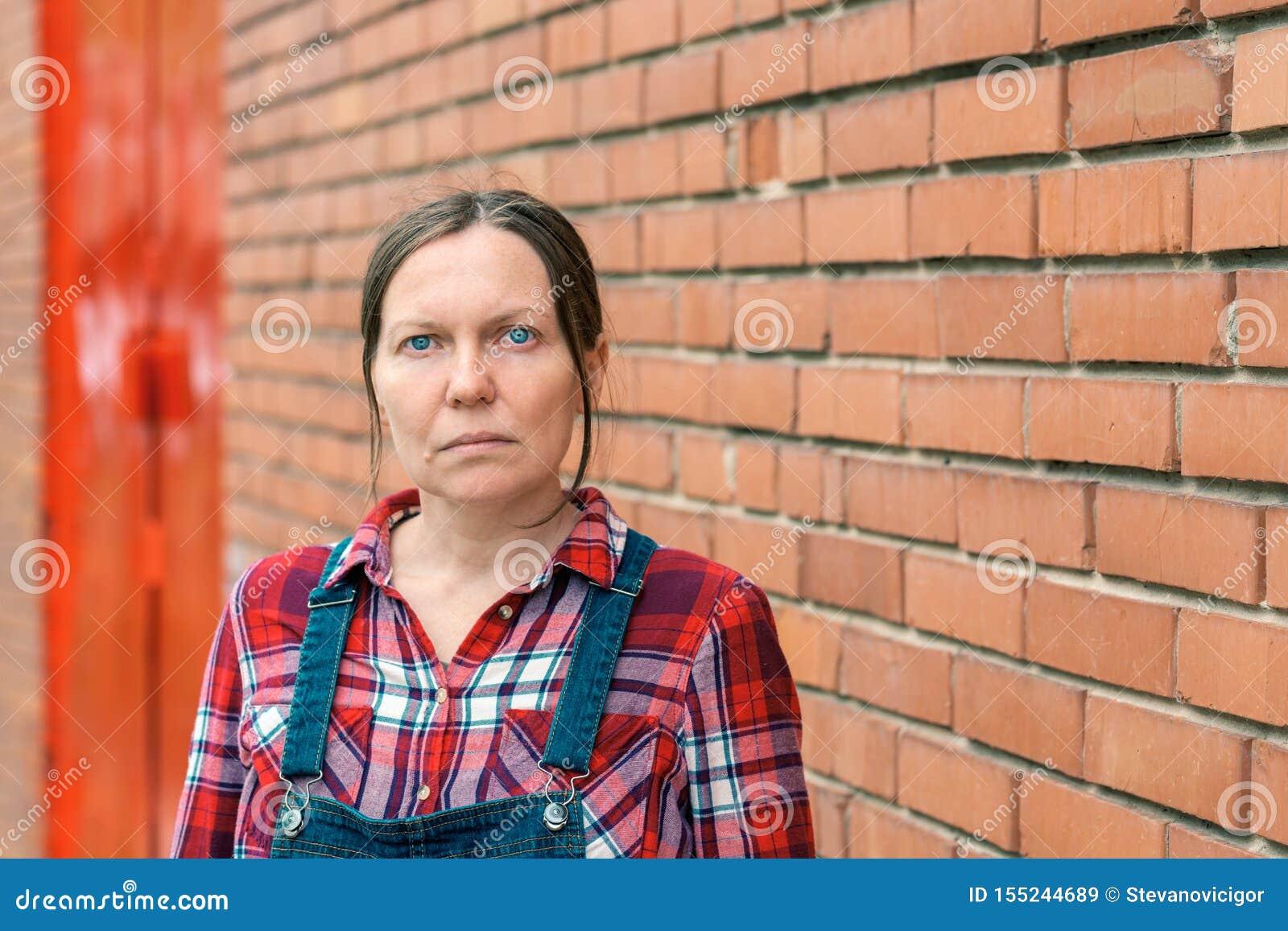 Portrait d agriculteur féminin à la ferme