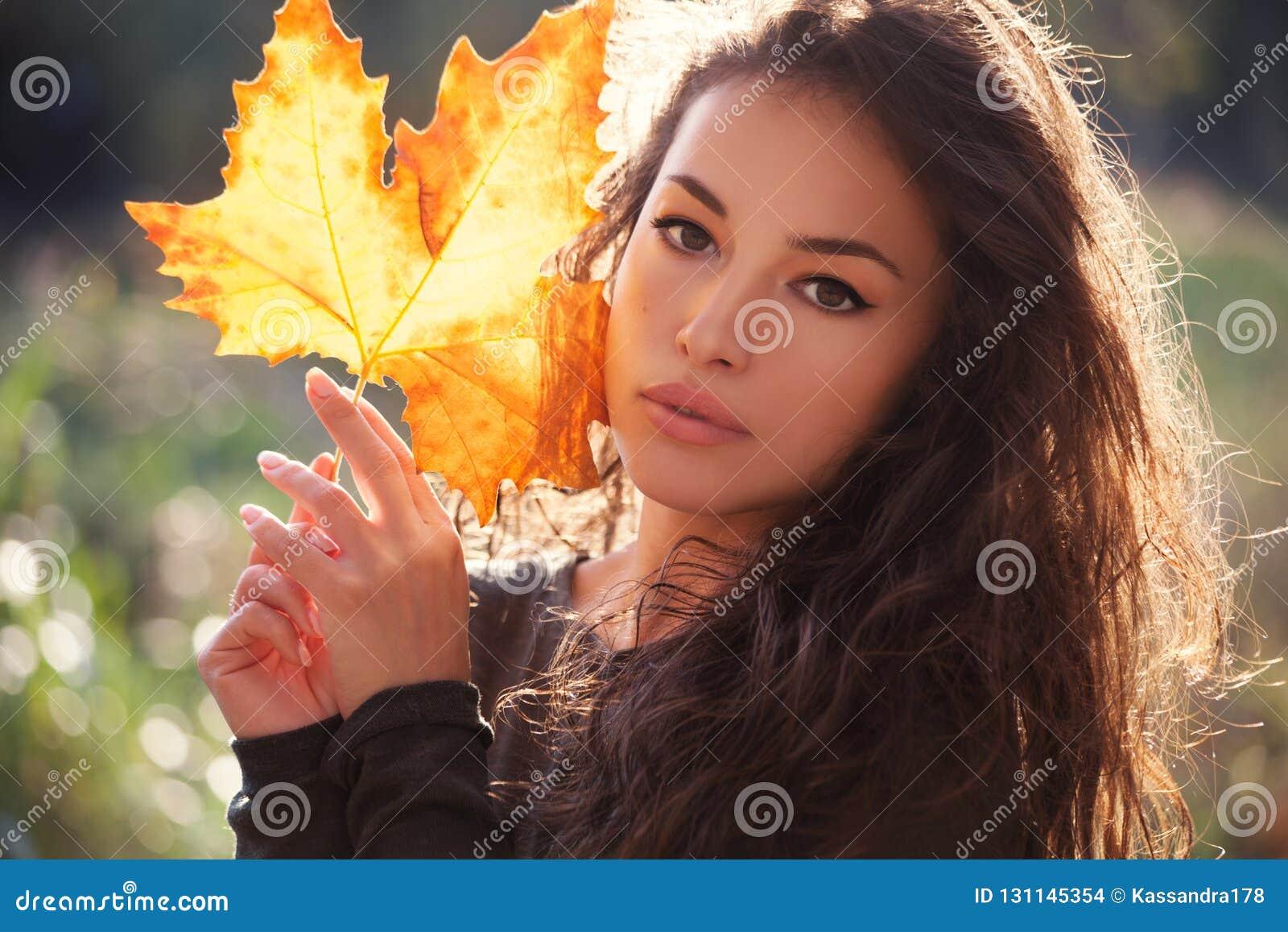 Portrait d Autumn Beauty