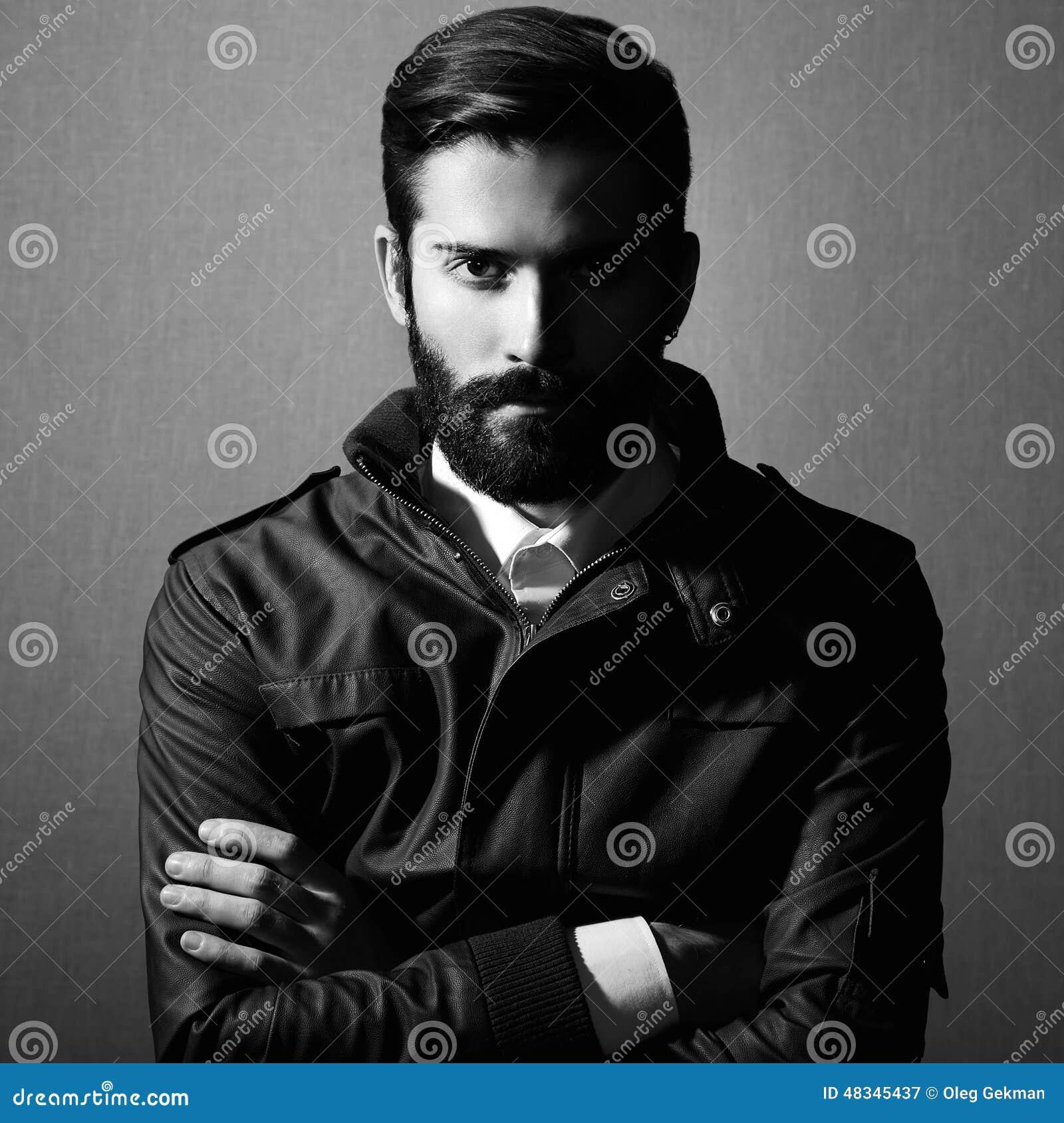 Portrait d homme bel avec la barbe
