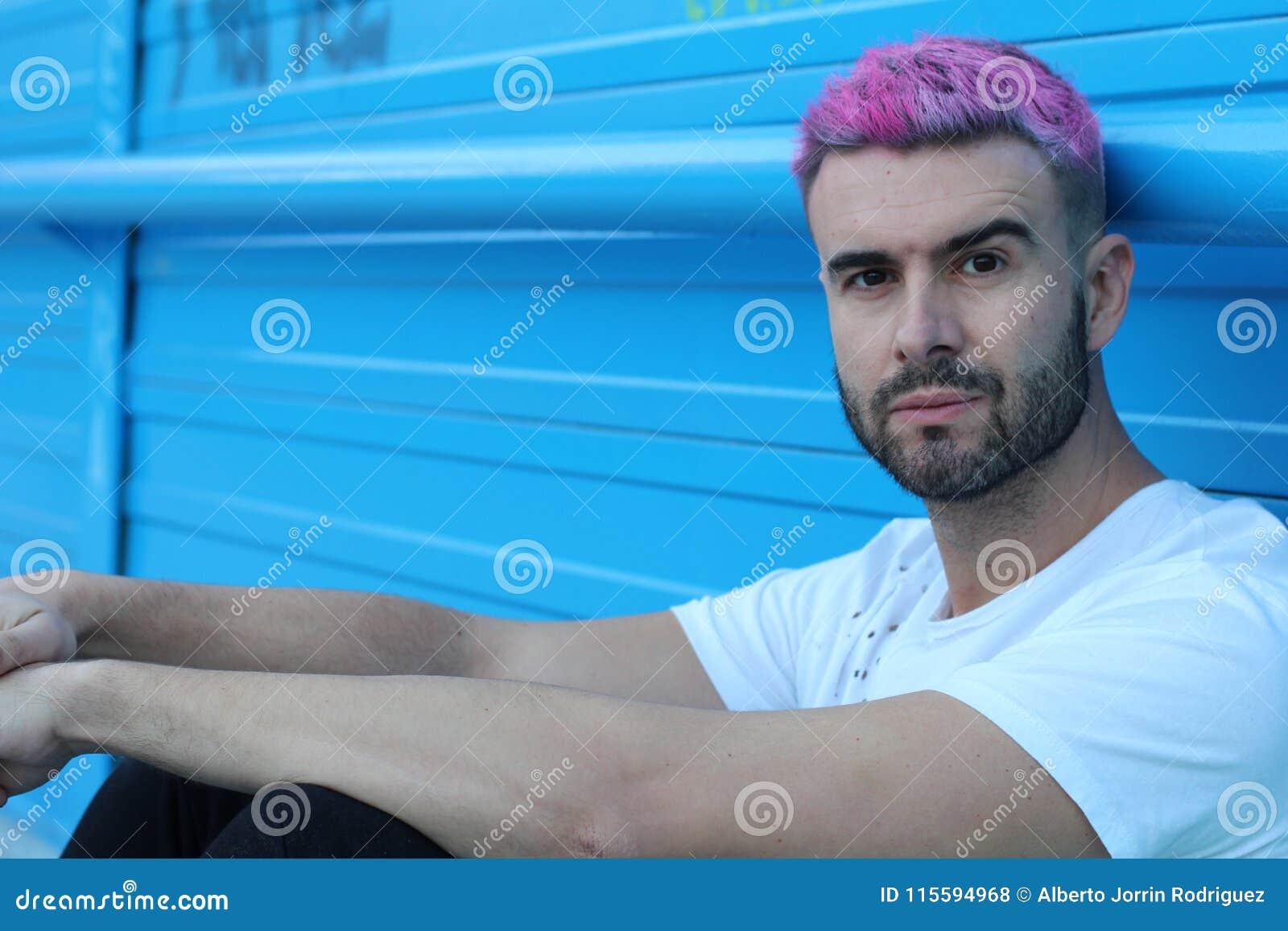 Portrait d homme bel avec la coupe de cheveux élégante
