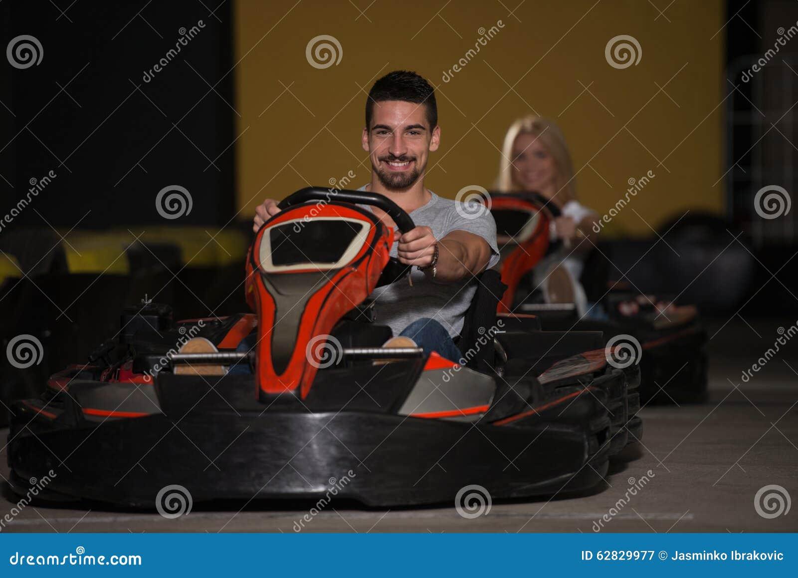 Portrait d un couple de Karting de course