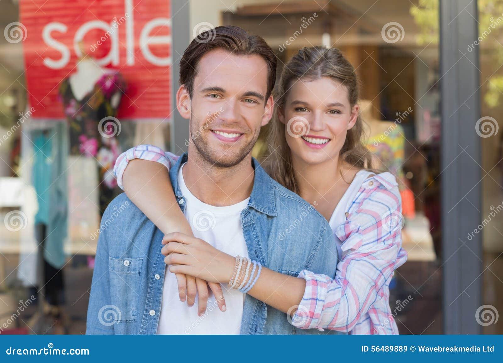 Portrait d un couple heureux de sourire