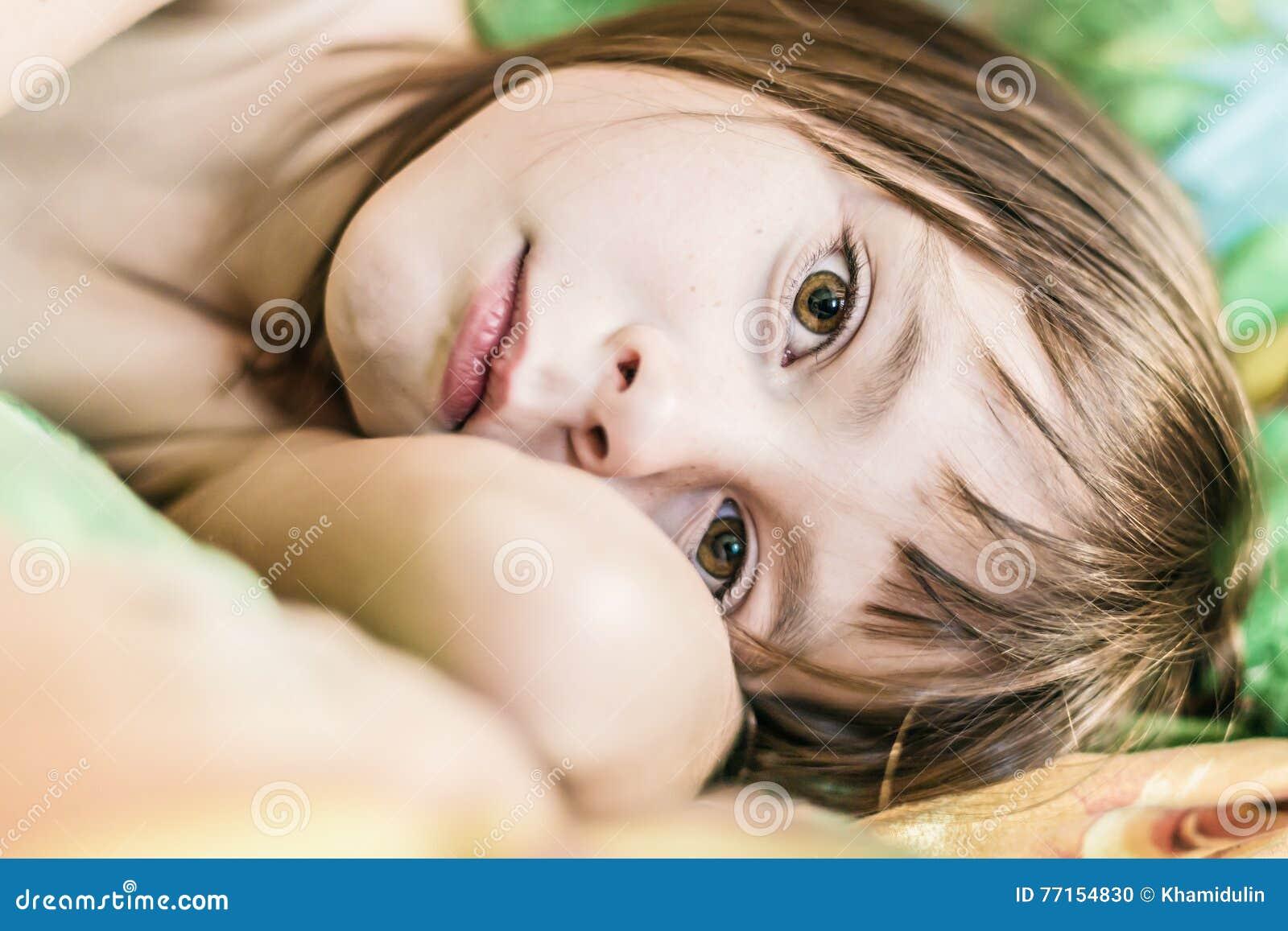 Portrait d un enfant réveillé