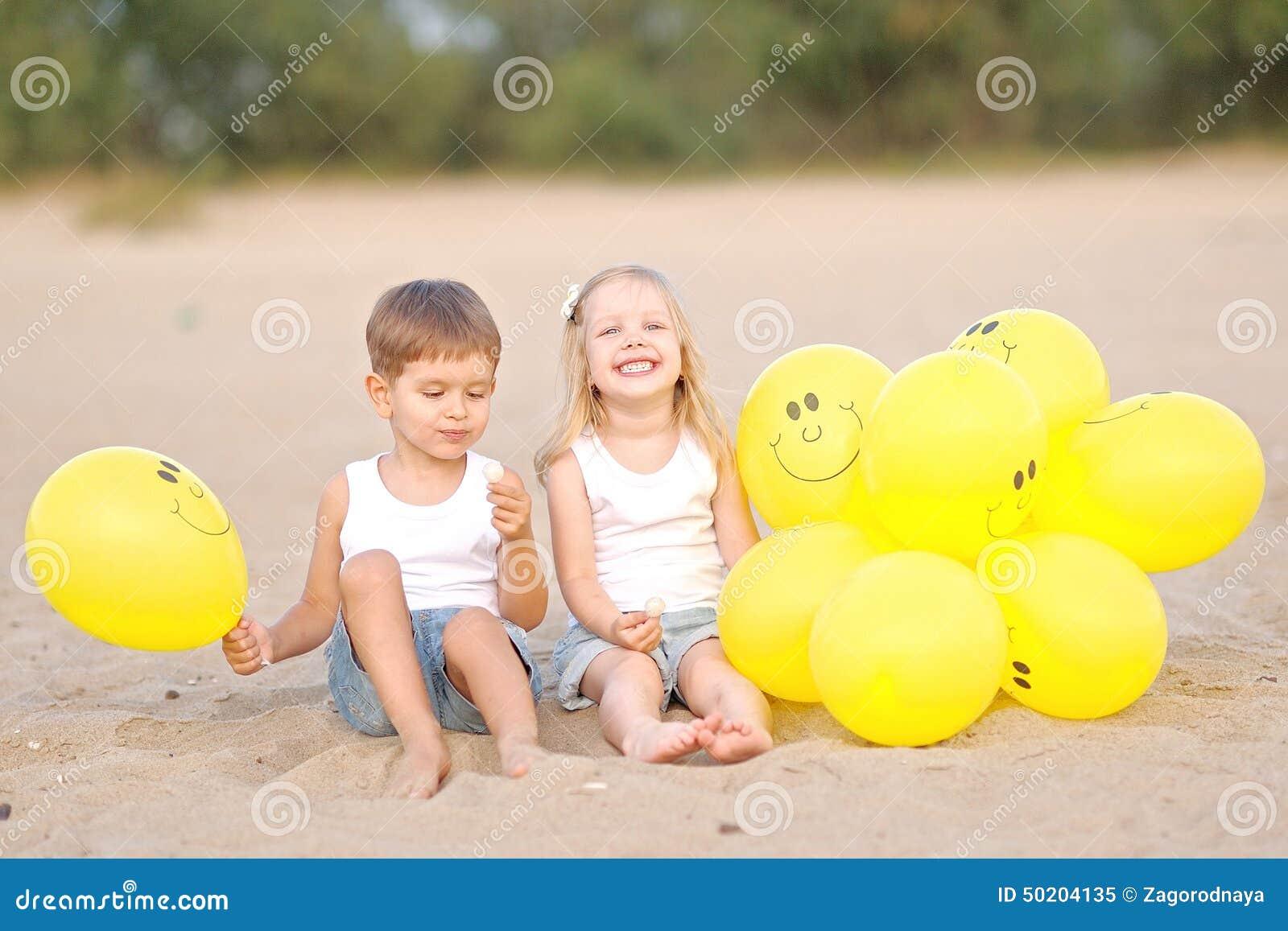 Photo d'une fille et un garçon