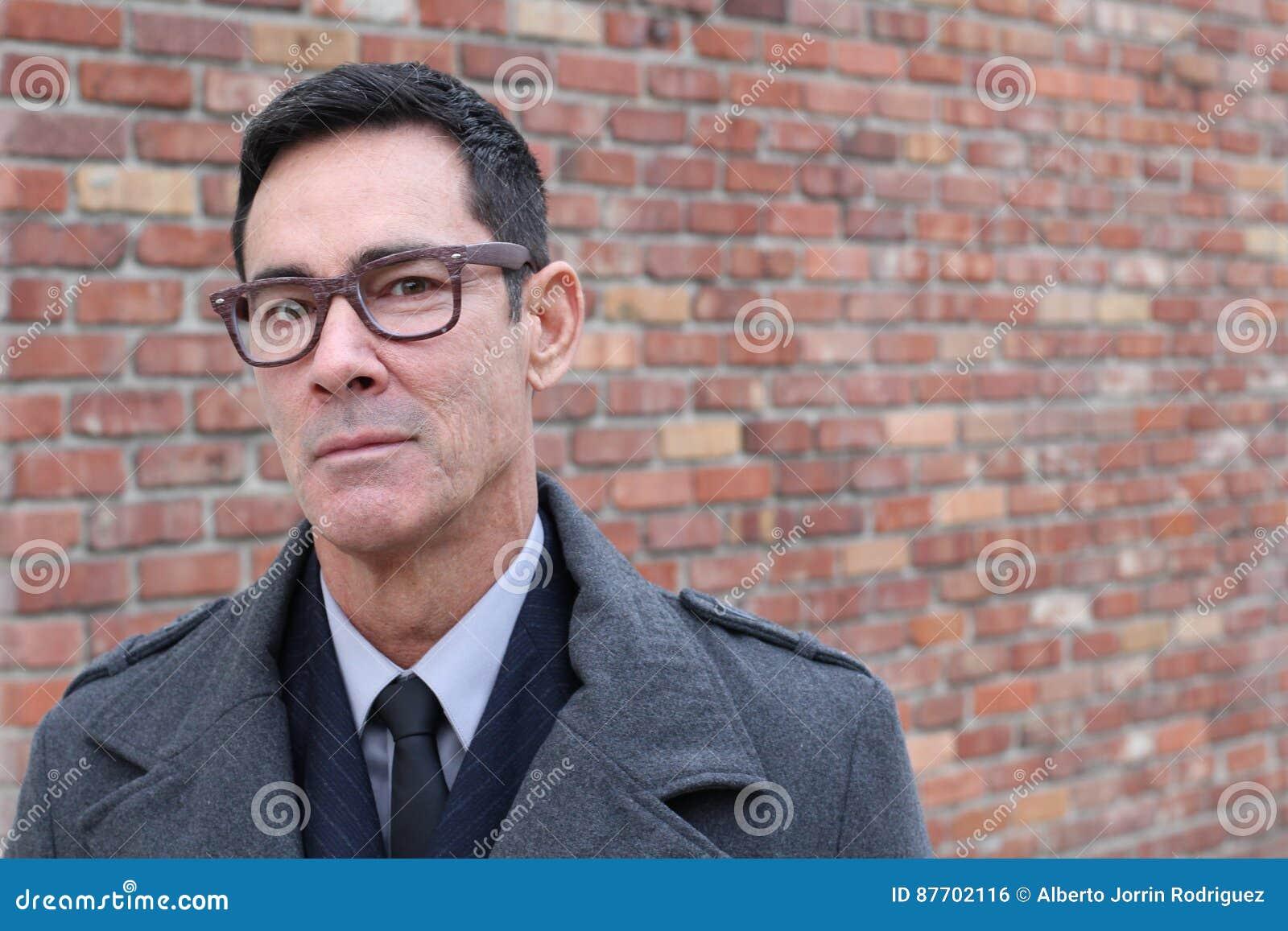 Portrait d un homme mûr souriant avec l espace de copie