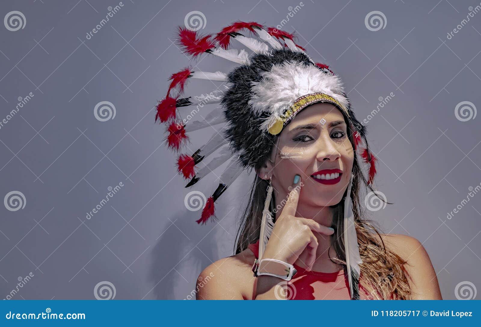 Portrait d un modèle latin avec une coiffe faite varier le pas en second lieu