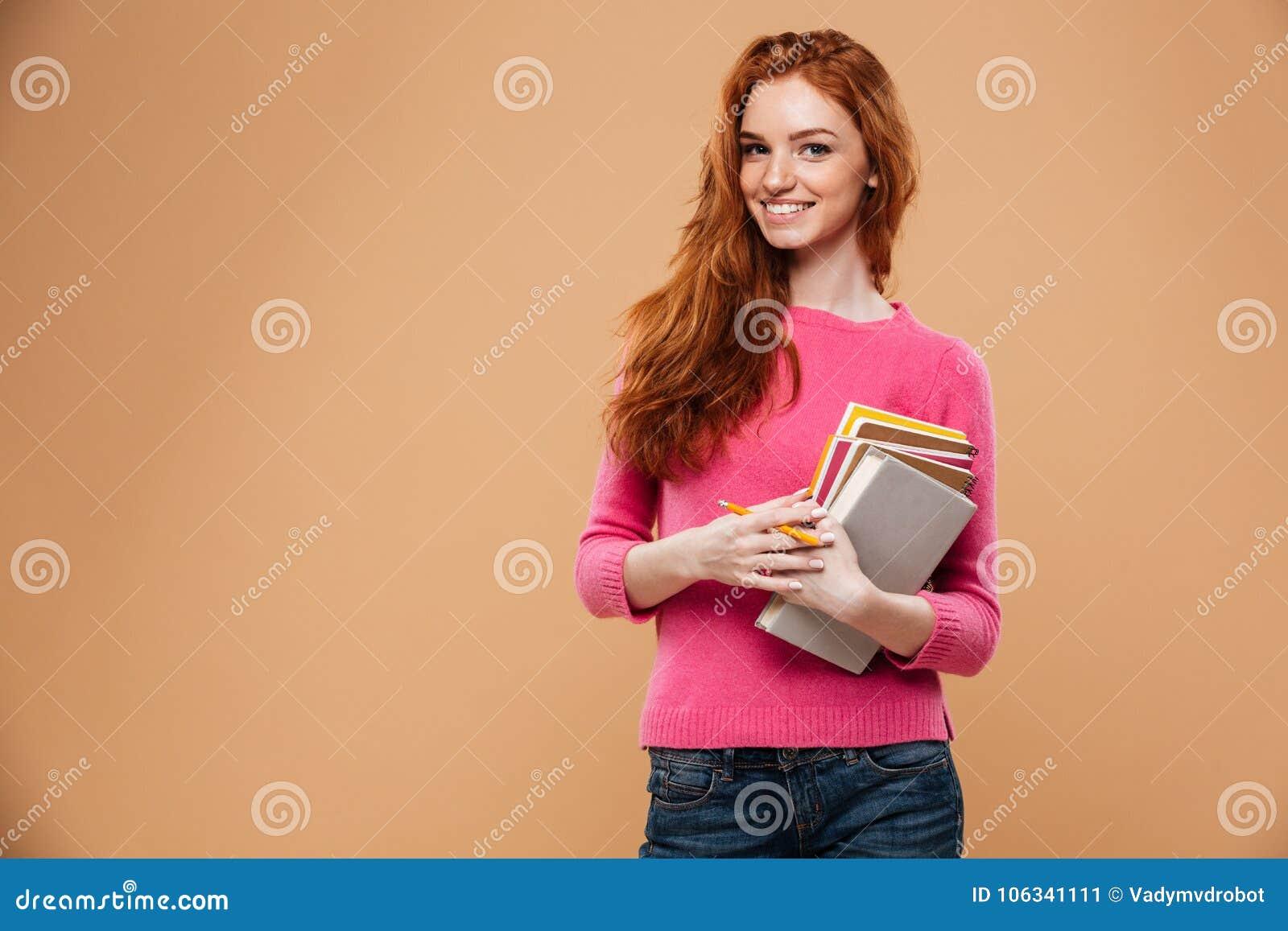 Portrait d un sourire fille assez rousse