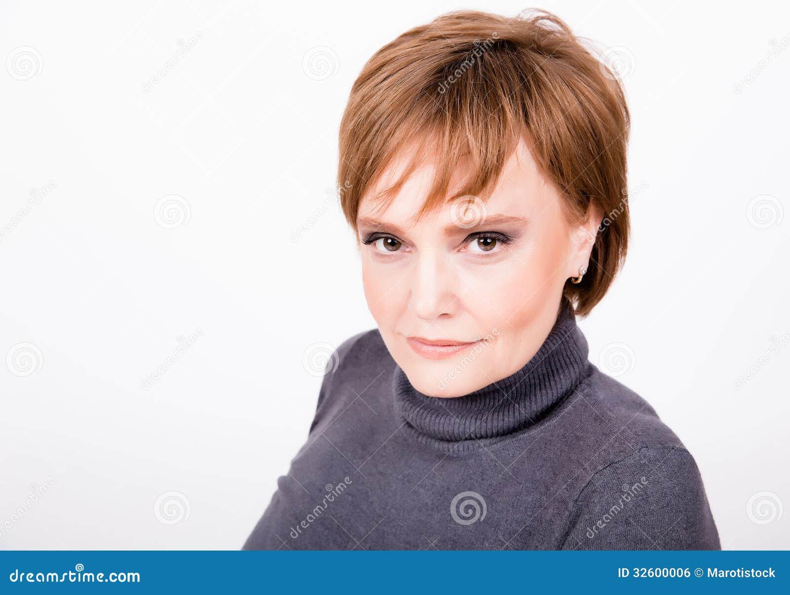 portrait d 39 une belle femme m re avec les cheveux courts image libre de droits image 32600006. Black Bedroom Furniture Sets. Home Design Ideas
