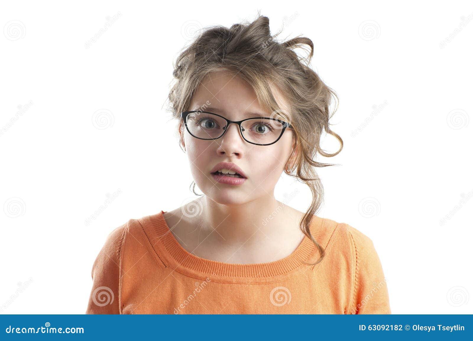 Download Portrait D'une Petite Fille Mignonne Perplexe Photo stock - Image du fond, orange: 63092182