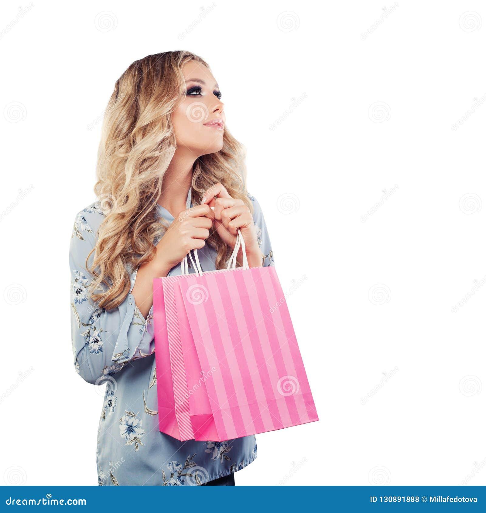 Portrait de beauté de femme mignonne avec le sac à provisions