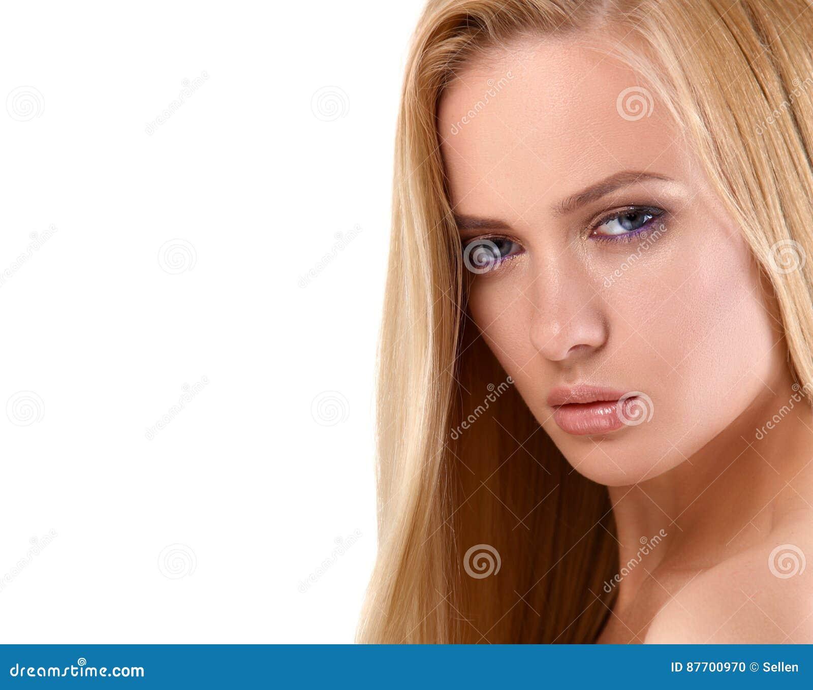 Portrait de belle femme, d isolement sur le fond blanc