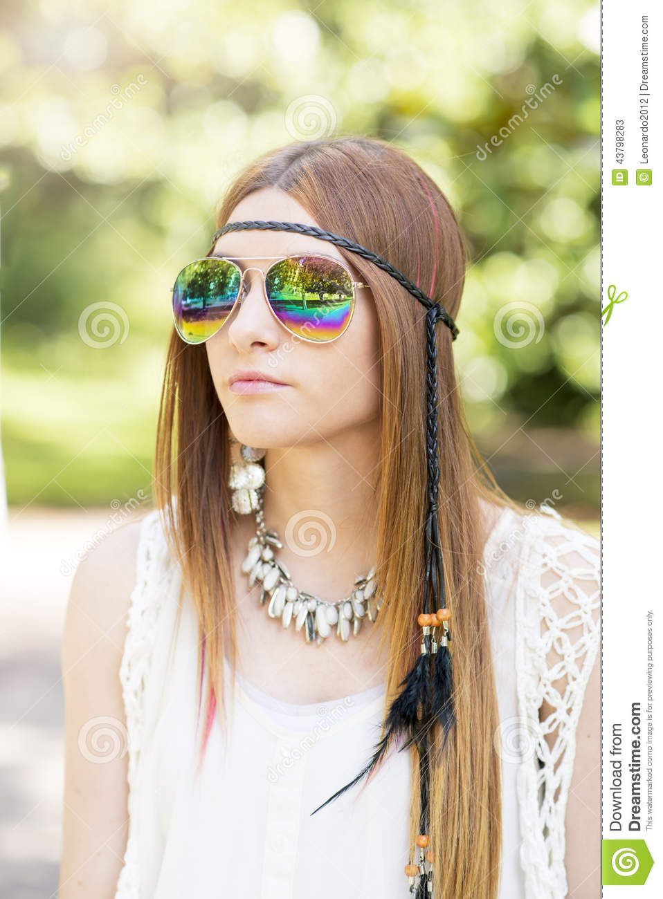 portrait de belle jeune femme avec le style hippie de lunettes de soleil photo stock image. Black Bedroom Furniture Sets. Home Design Ideas
