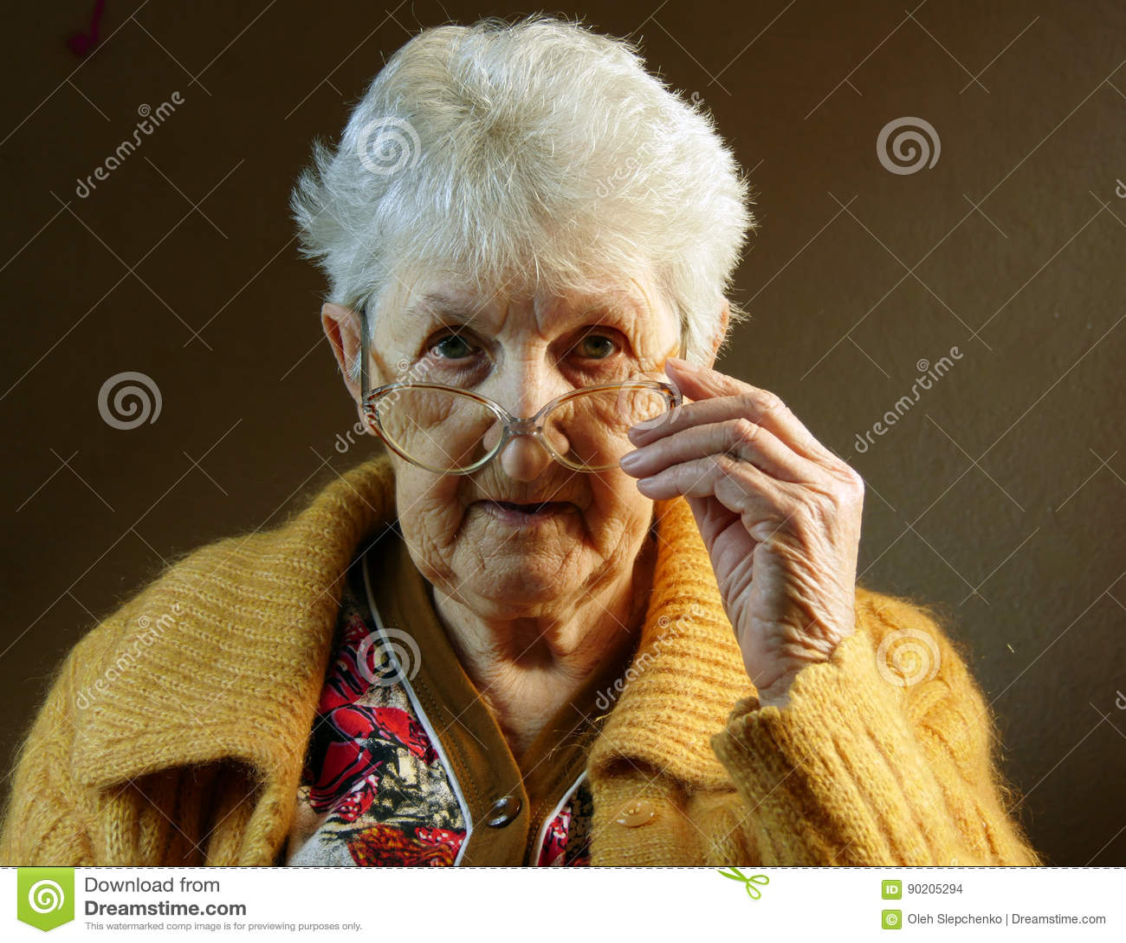 Portrait de dame âgée Plan rapproché