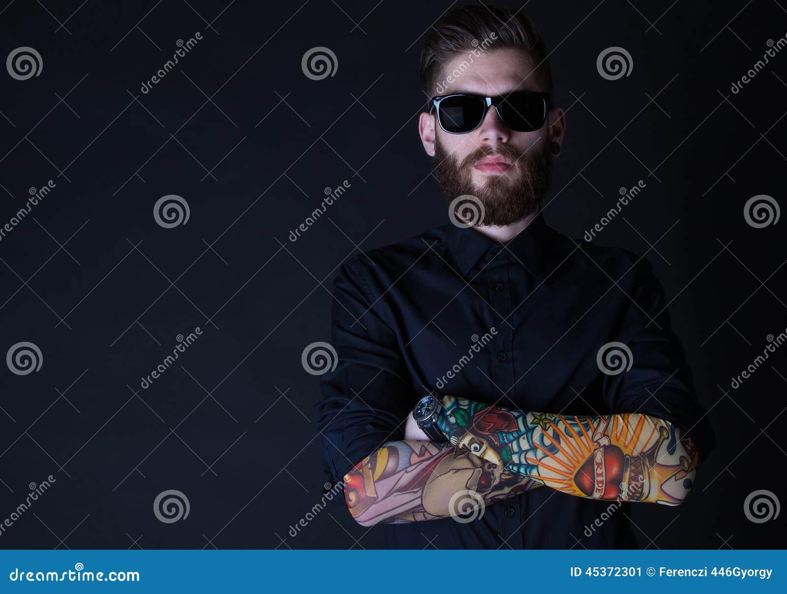 Portrait de Dhipster avec le backround noir