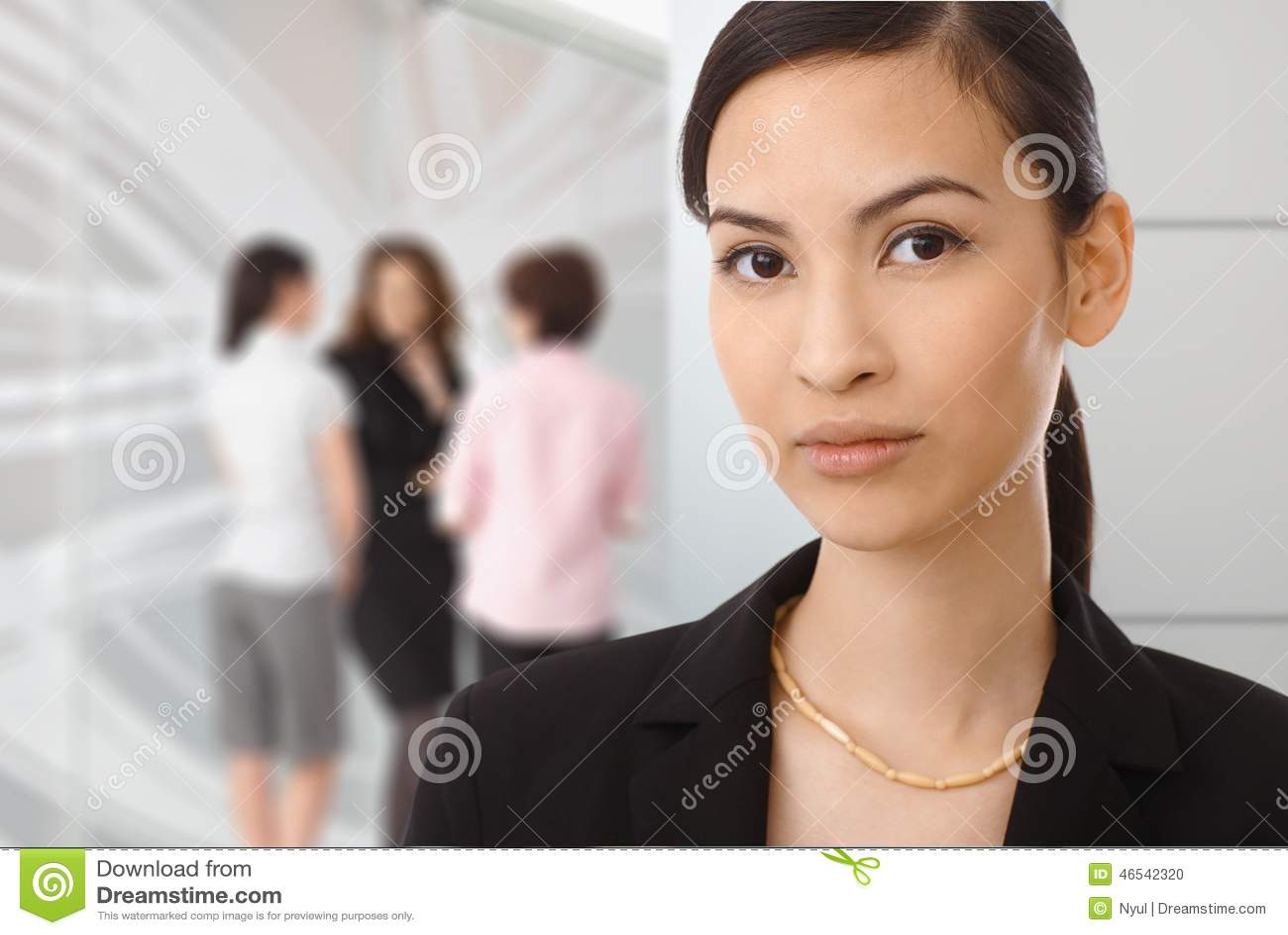 Portrait de femme d affaires asiatique au bureau