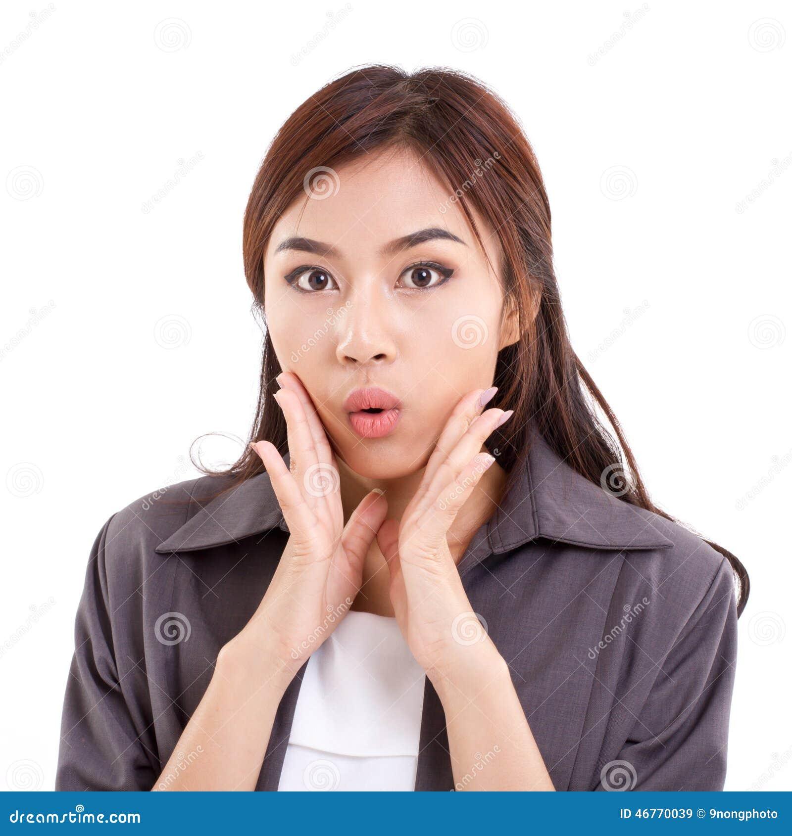 Portrait de femme heureuse, étonnée, sortie, positive d affaires