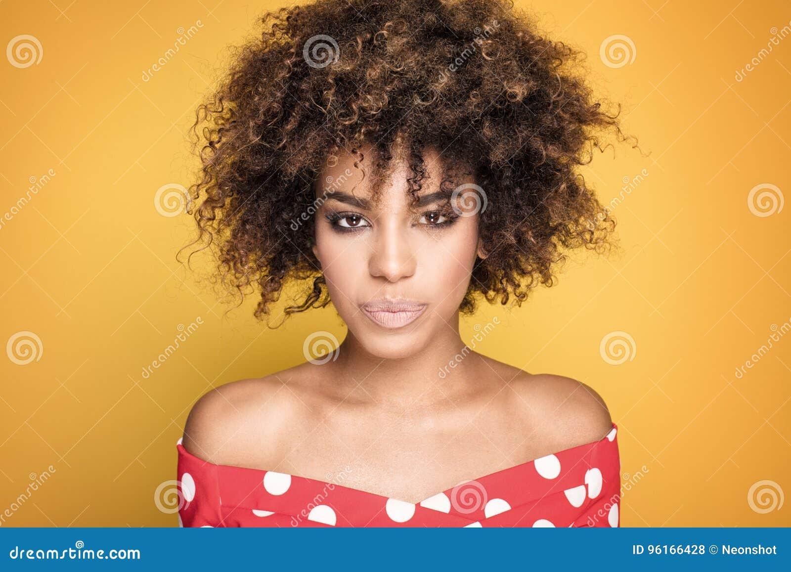 Portrait De Fille Avec La Coiffure Afro Photo Stock Image Du