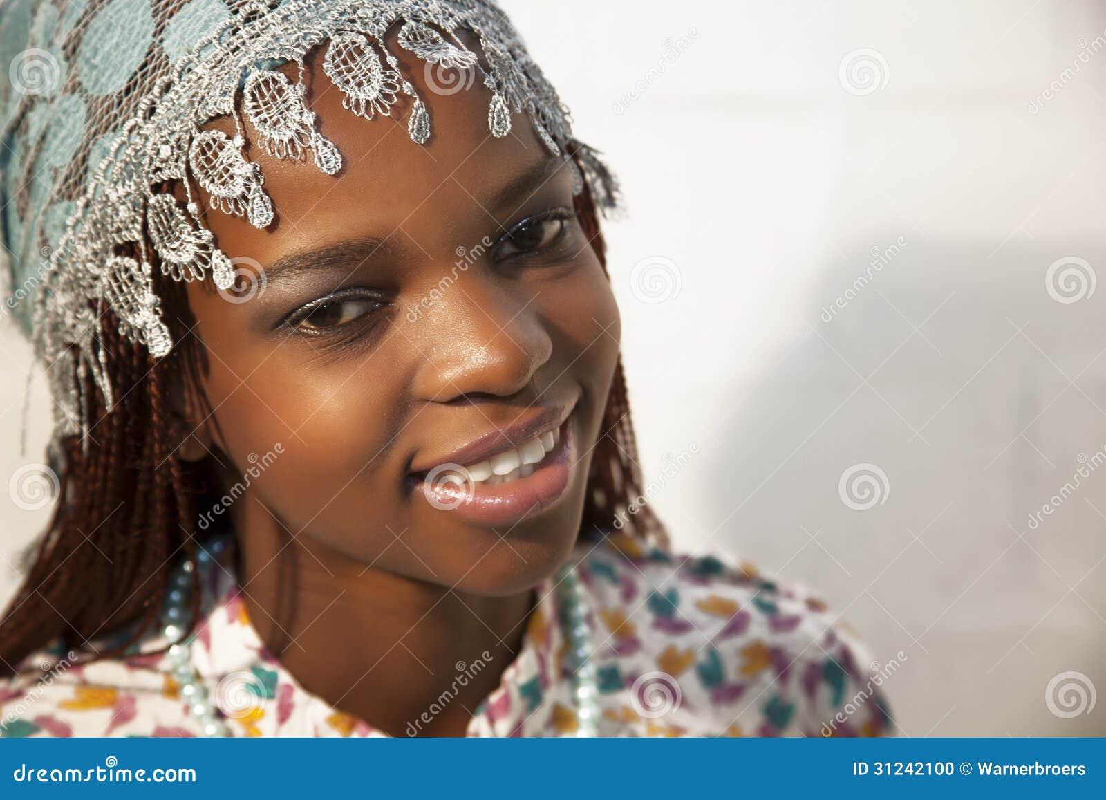 portrait de jeune belle femme africaine photo stock image 31242100. Black Bedroom Furniture Sets. Home Design Ideas