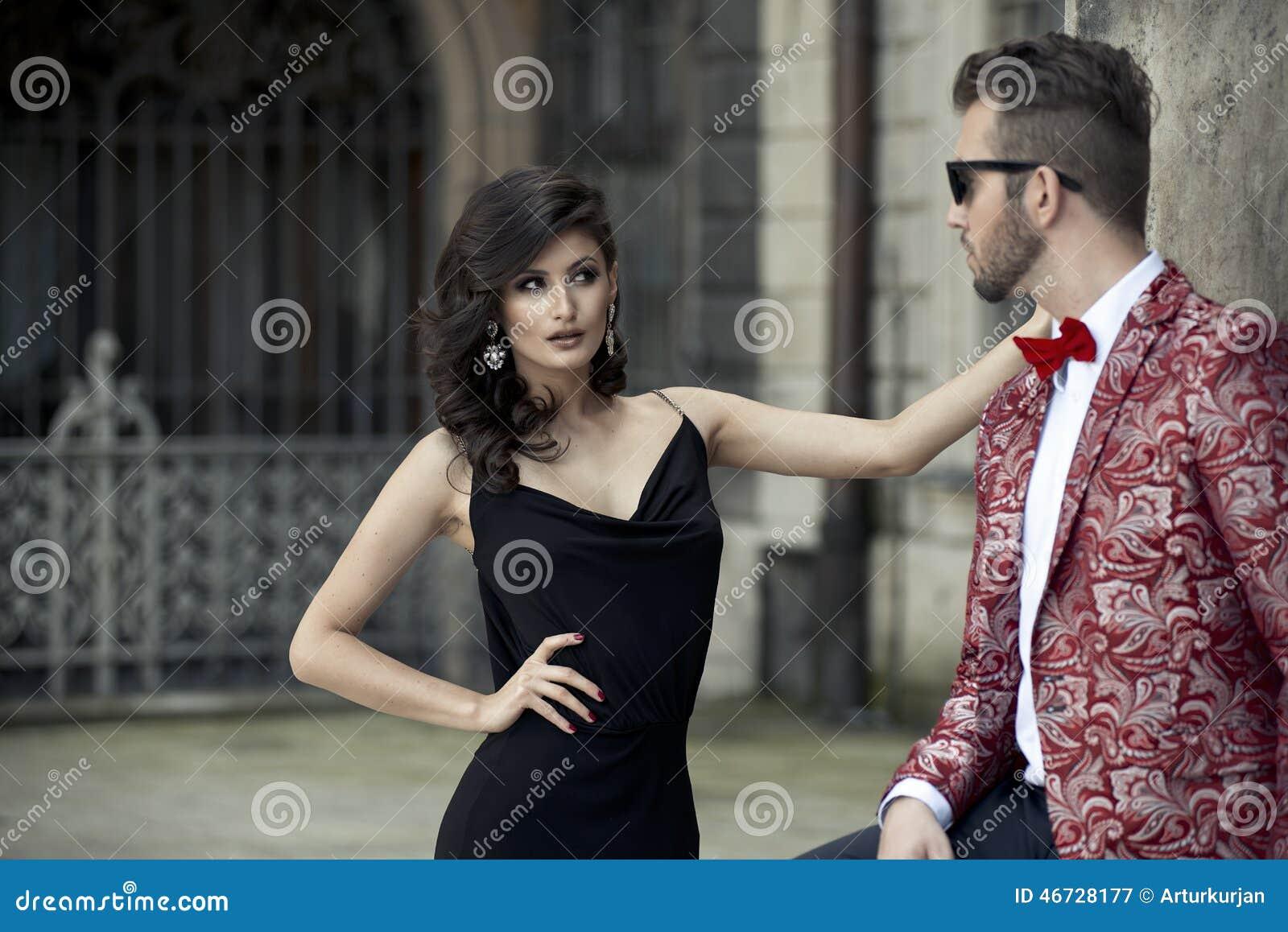 Portrait de jeunes couples élégants dans l amour