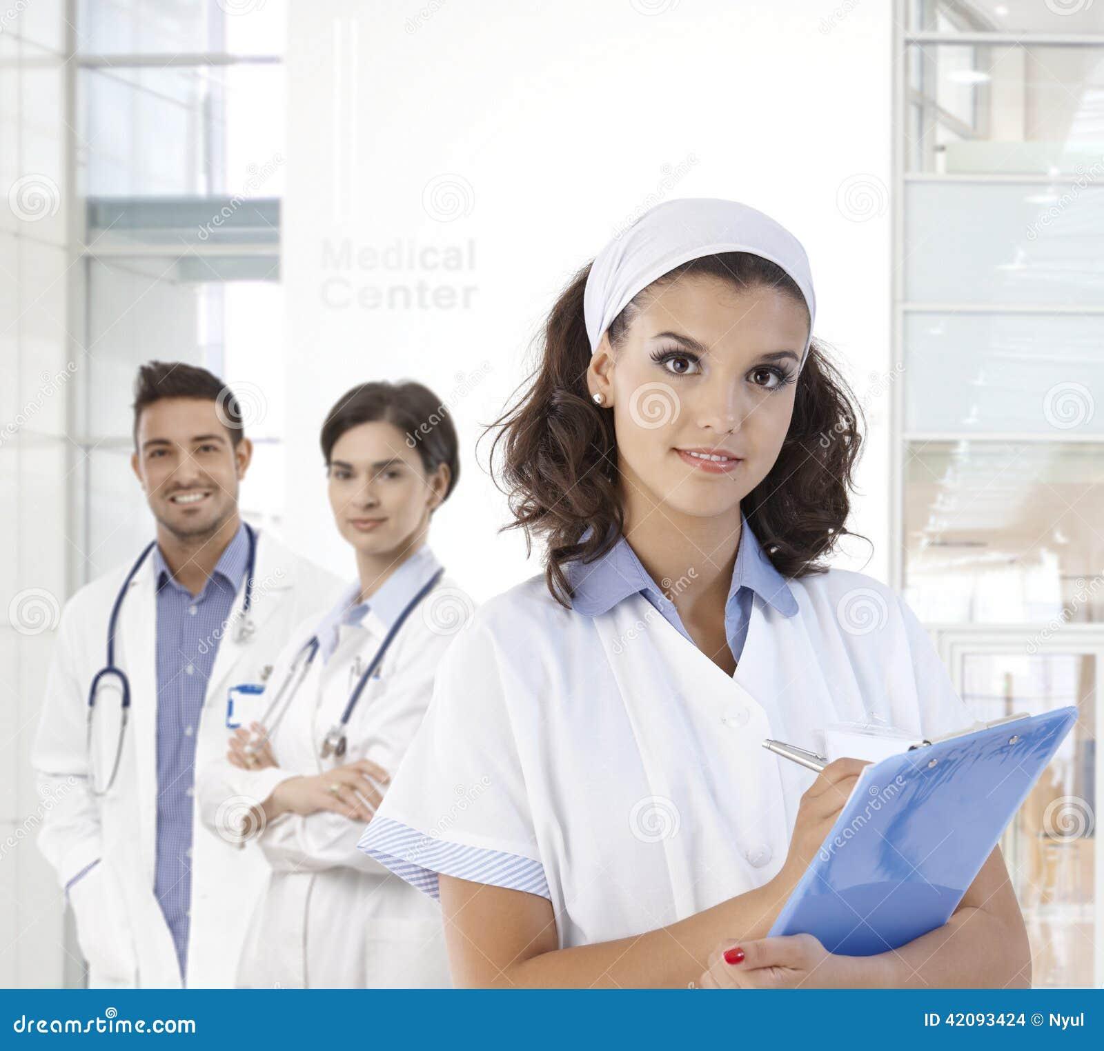 Portrait de jolie infirmière