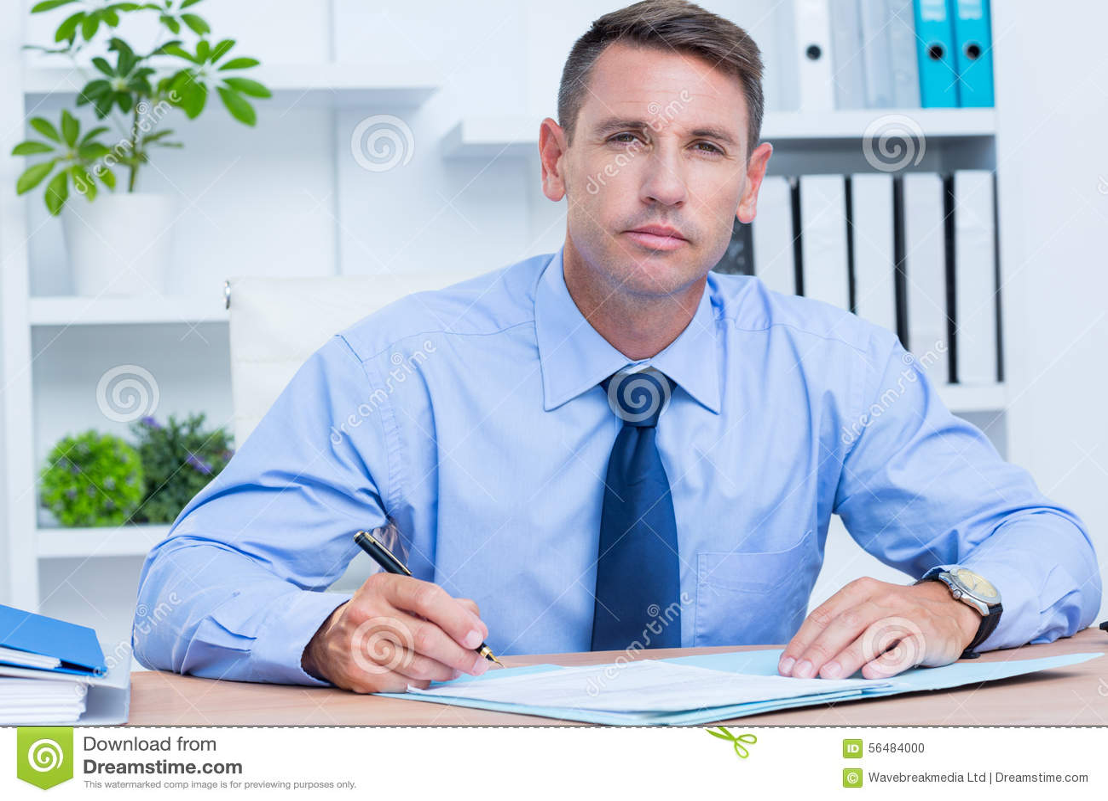 Portrait de l écriture sérieuse d homme d affaires