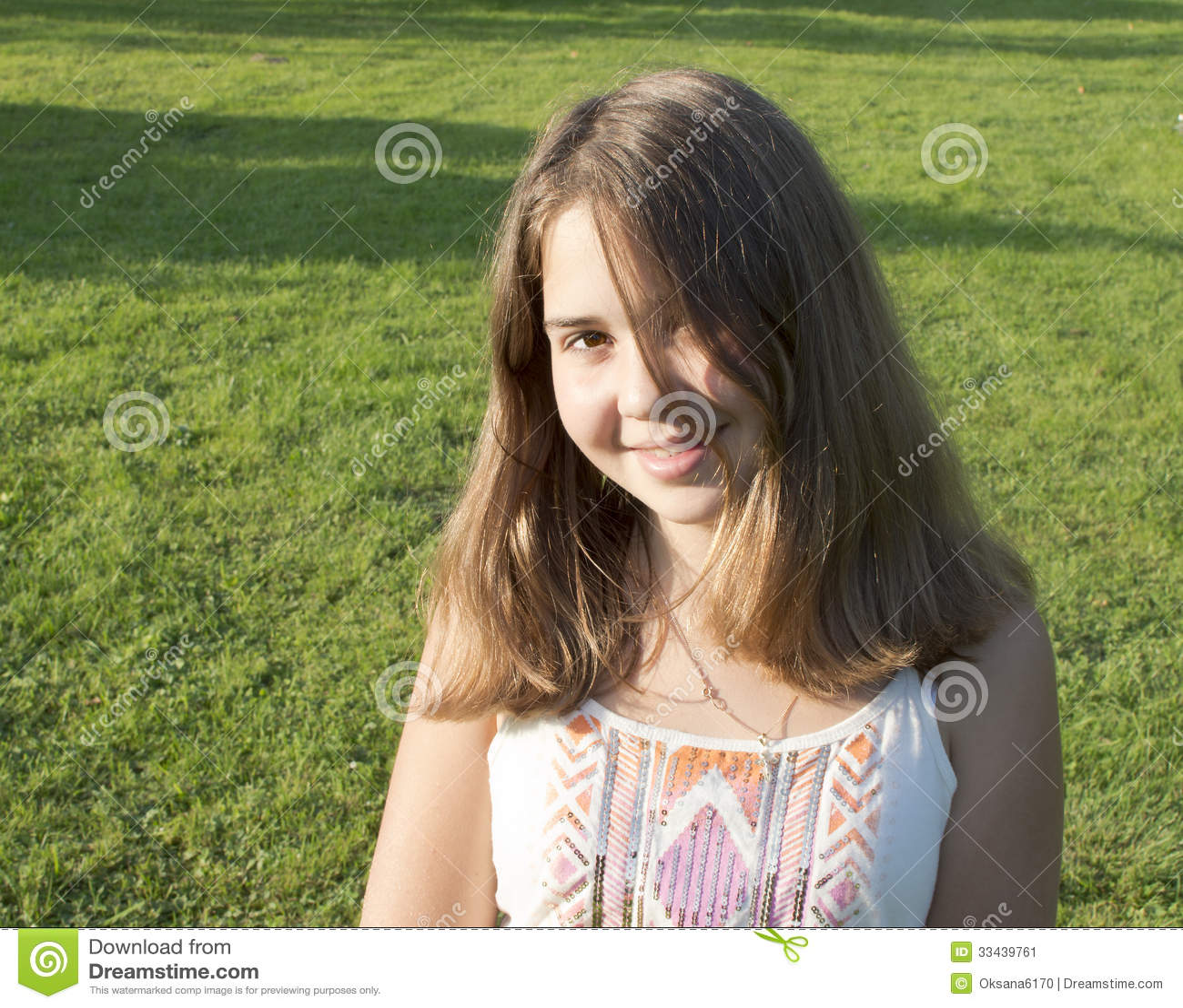 portrait de la fille de 13 ans image stock image du. Black Bedroom Furniture Sets. Home Design Ideas