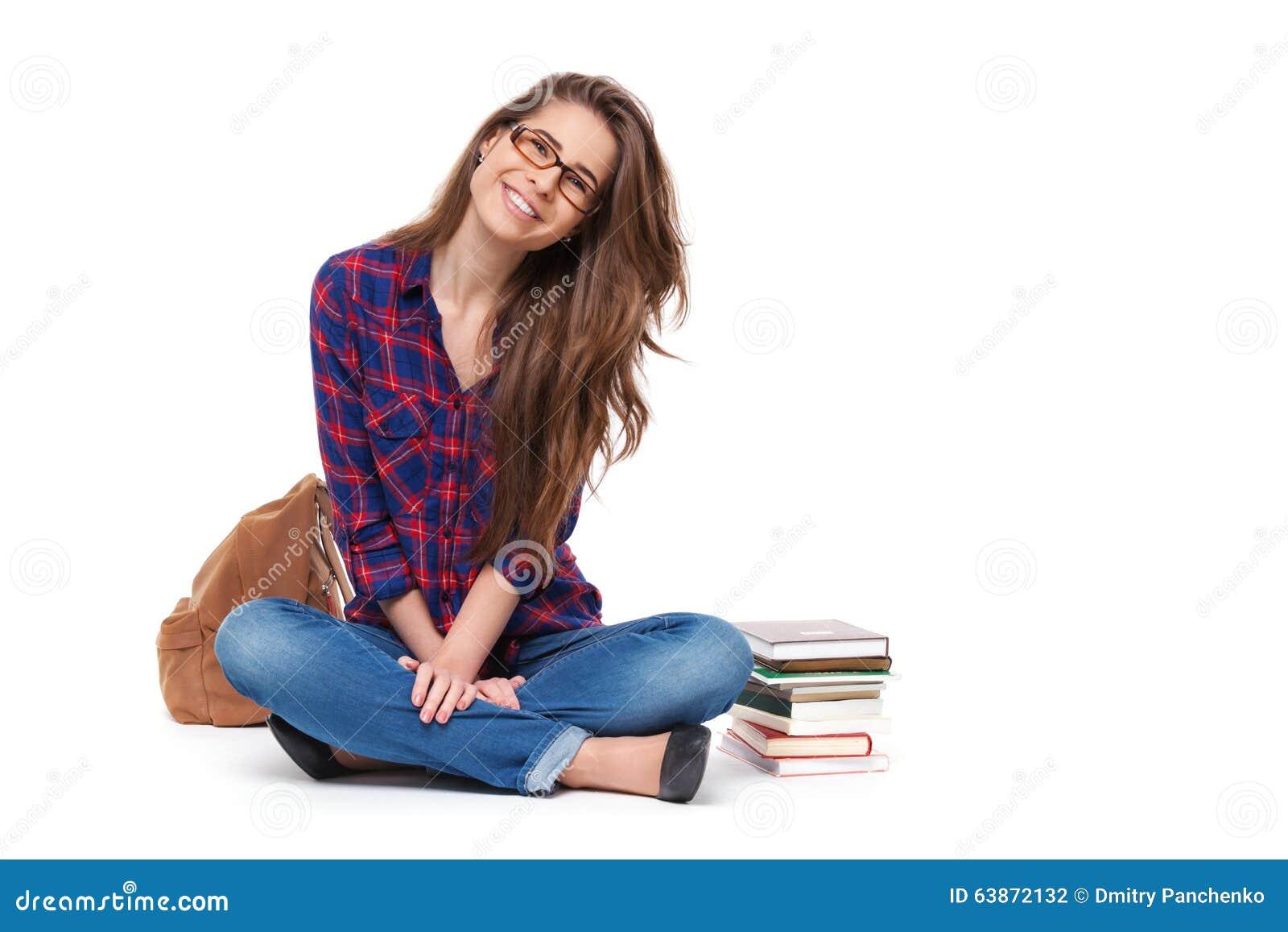 Portrait de la séance heureuse d étudiante d isolement