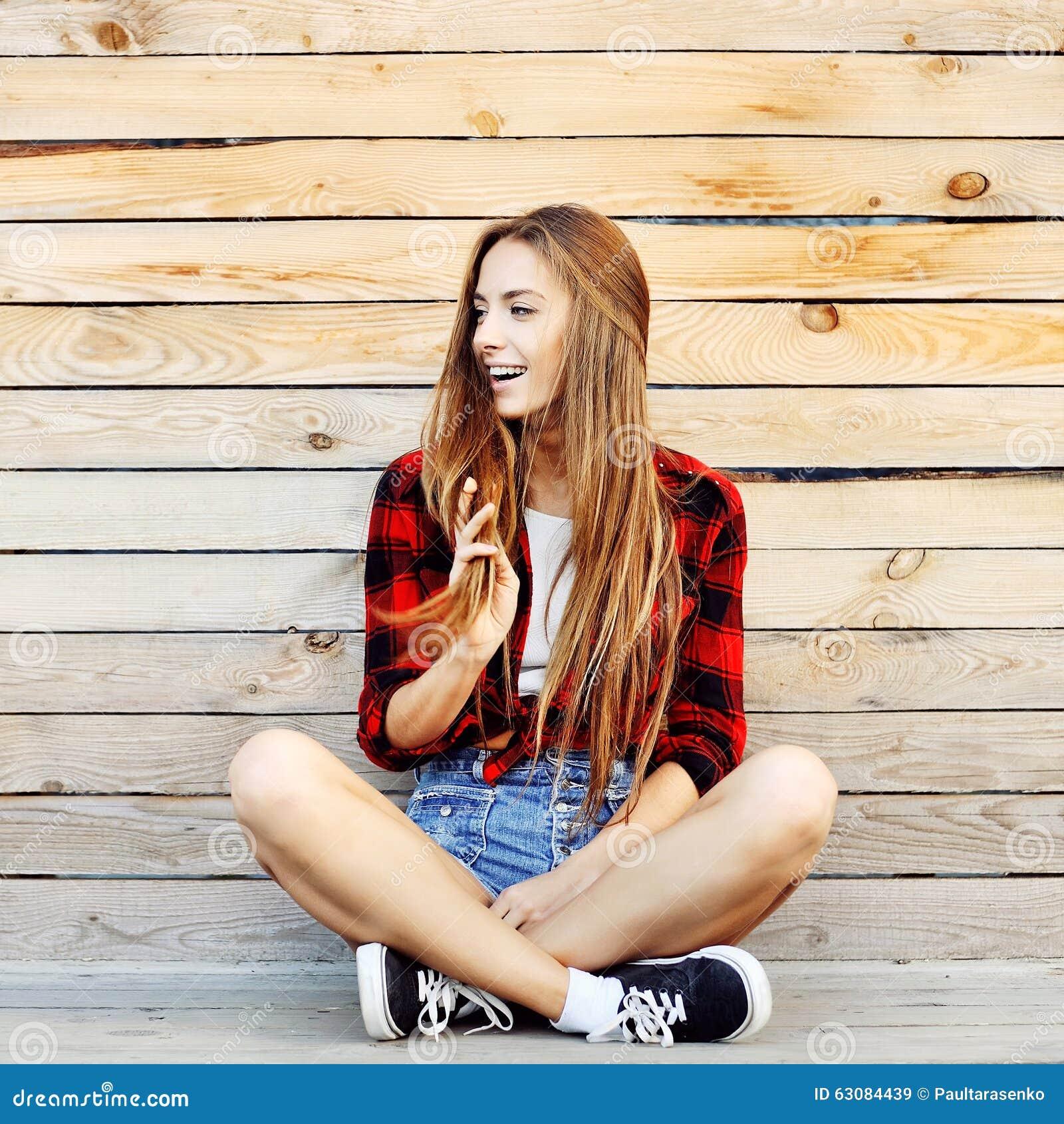Download Portrait De Mode De Vie De Belle Jeune Femme De Hippie Image stock - Image du occasionnel, modèle: 63084439